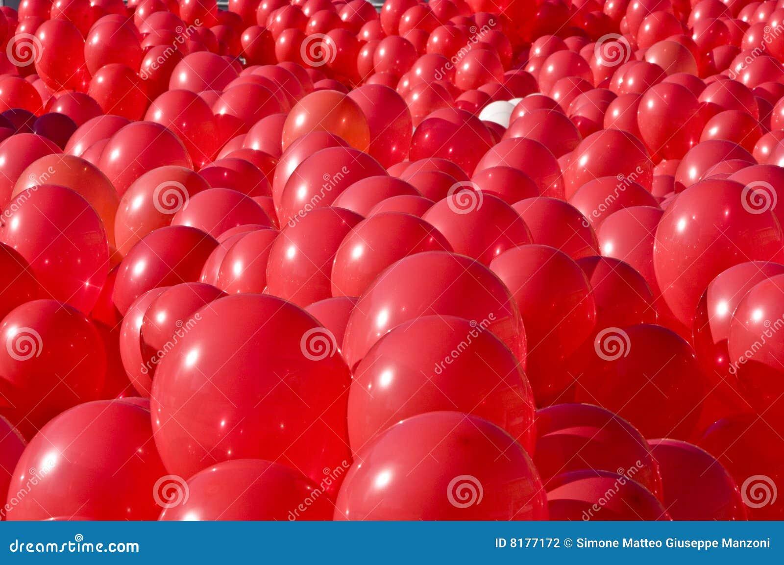 Ballons czerwoni
