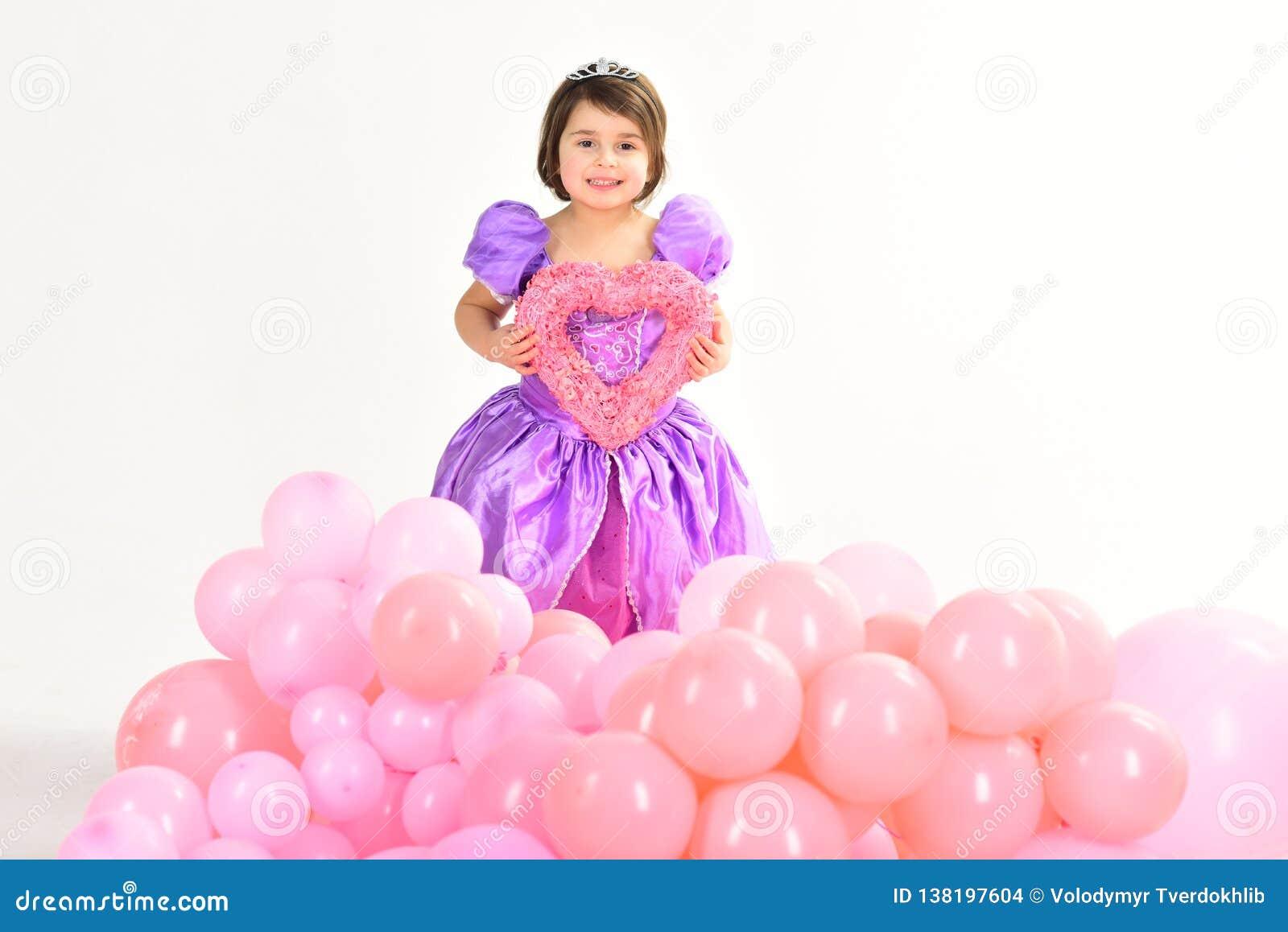 Ballons de réception Rose rouge Joyeux anniversaire mode d enfant Peu coup manqué dans la belle robe enfance et bonheur