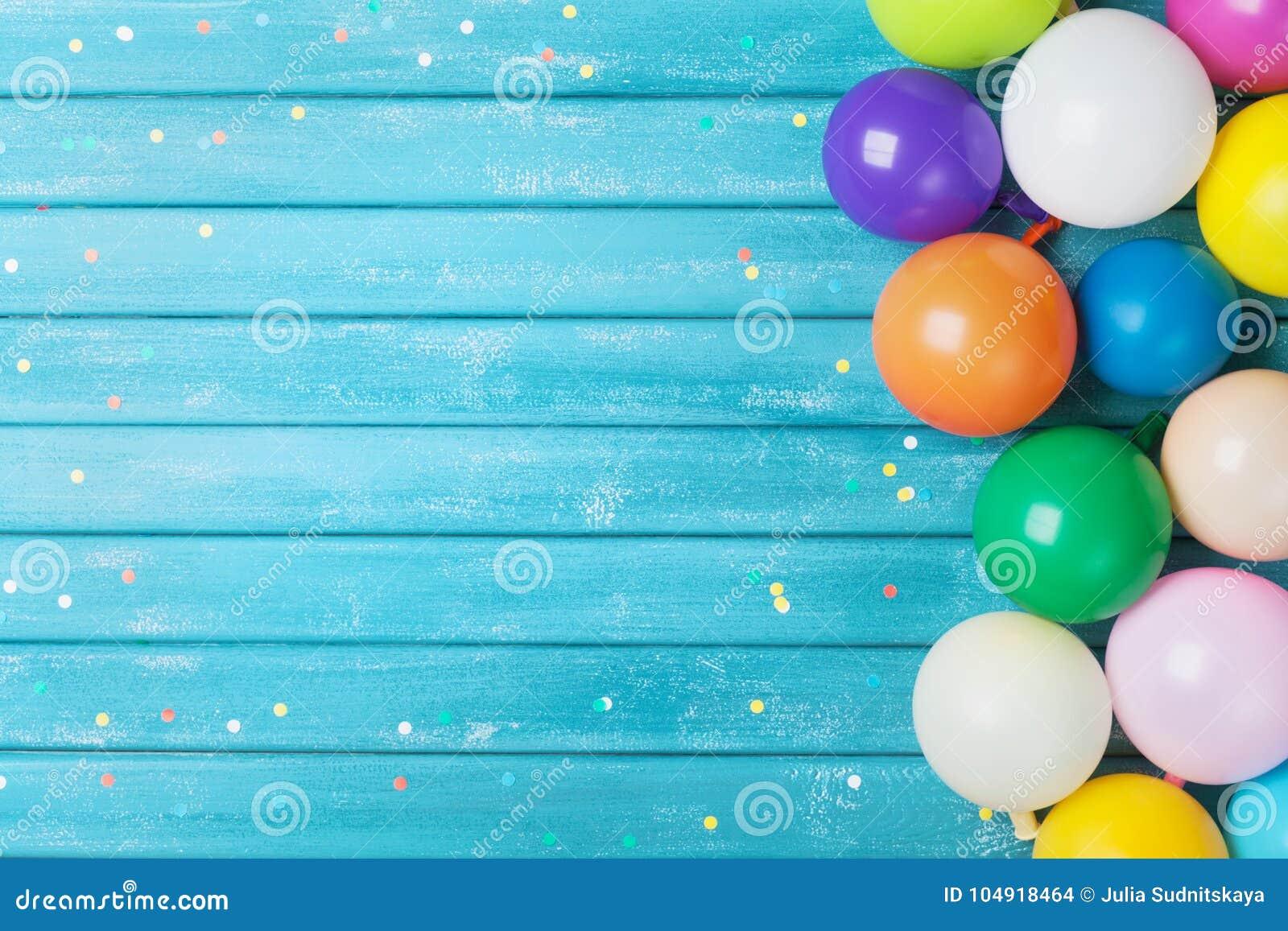 Ballons en confettiengrens Verjaardag of partijachtergrond Feestelijke groetkaart