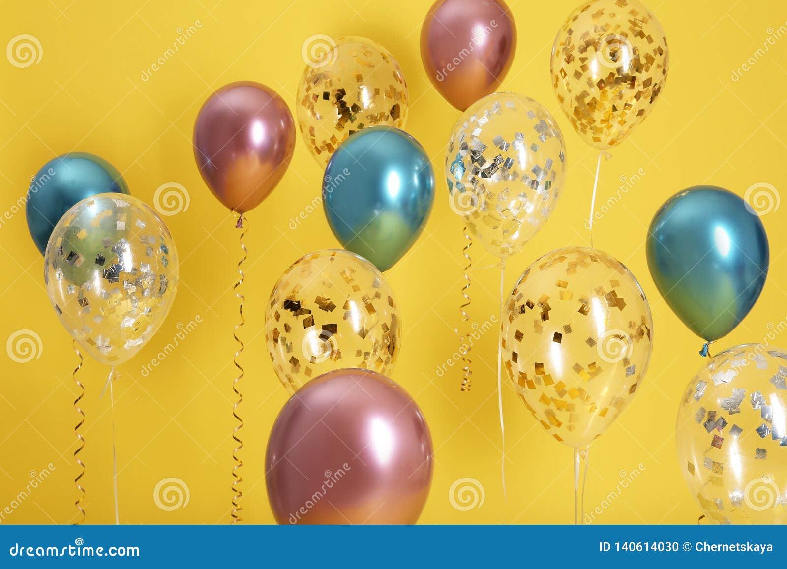 Ballons lumineux avec des rubans
