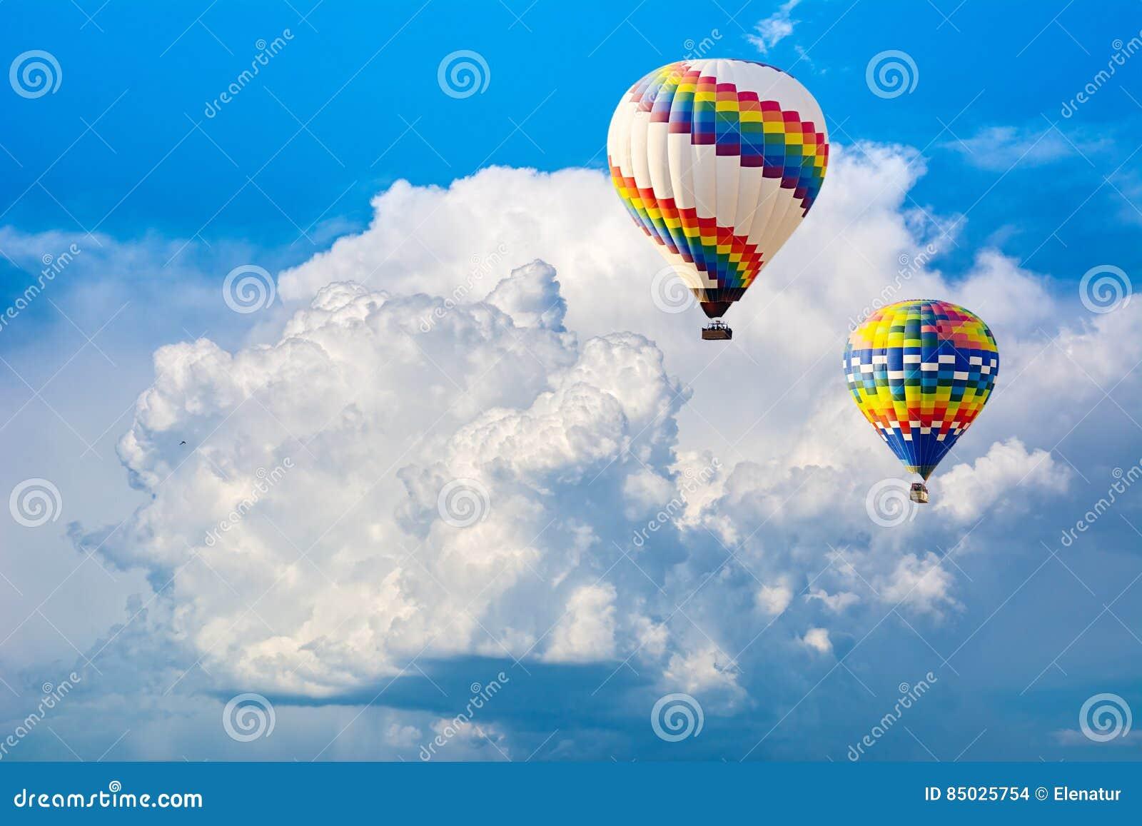 Ballooning in de wolken Onvergetelijk gevoel van vrijheid Arti