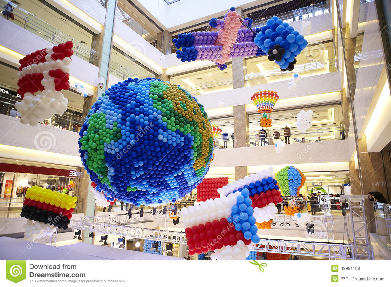 Balloons decoration at mall gallery earth country flag for Balloon decoration gallery