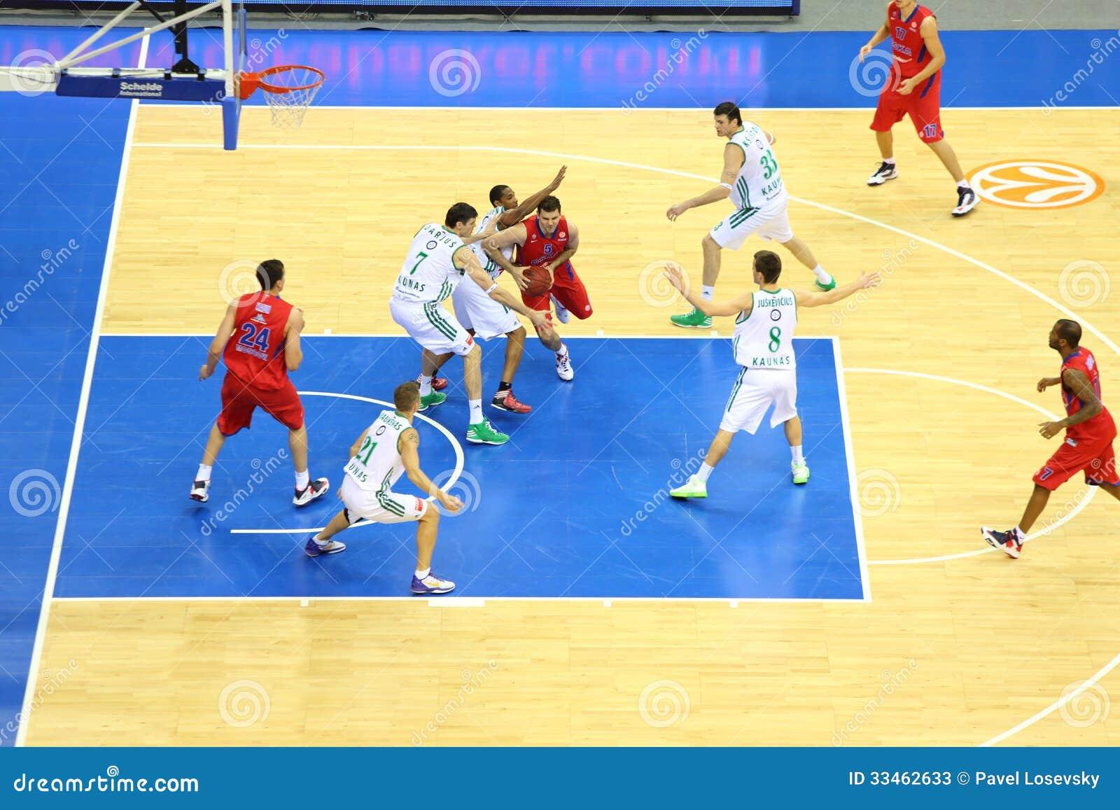 Equipo De Baloncesto De Las Mujeres Imagen De Archivo: Baloncesto Del Juego De Los Equipos De Zalgiris Y De CSKA