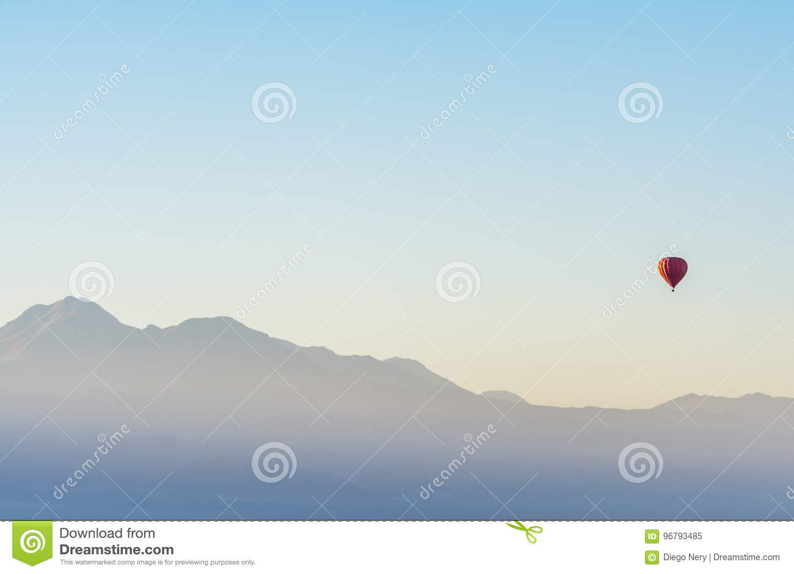 Balonowa przejażdżka przy wschodem słońca w Atacama pustyni, Chile