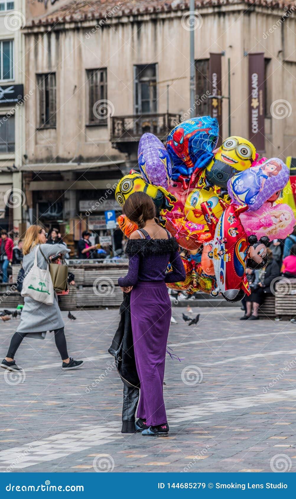 Balonowy uliczny sprzedawca