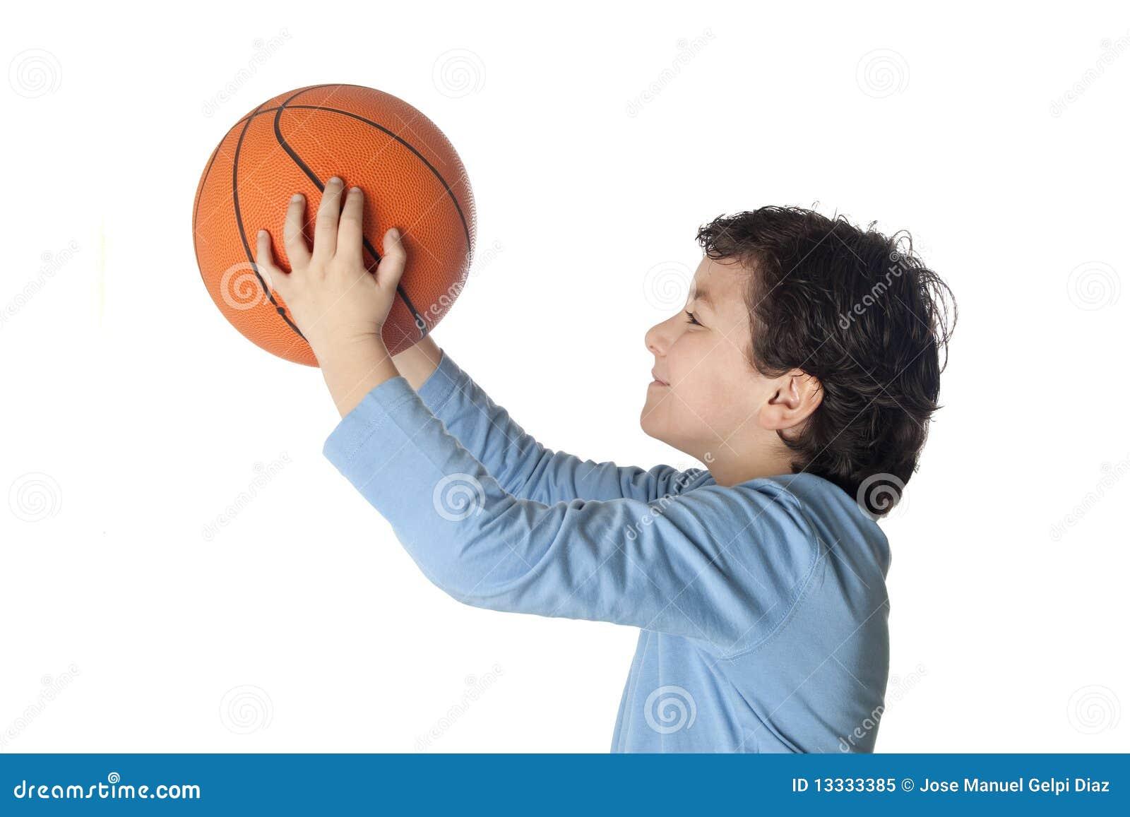 Balowa koszykowa pięknego dziecka strzelanina