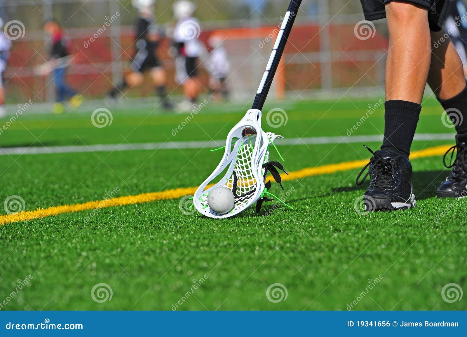 Balowy lacrosse podnosi balowy