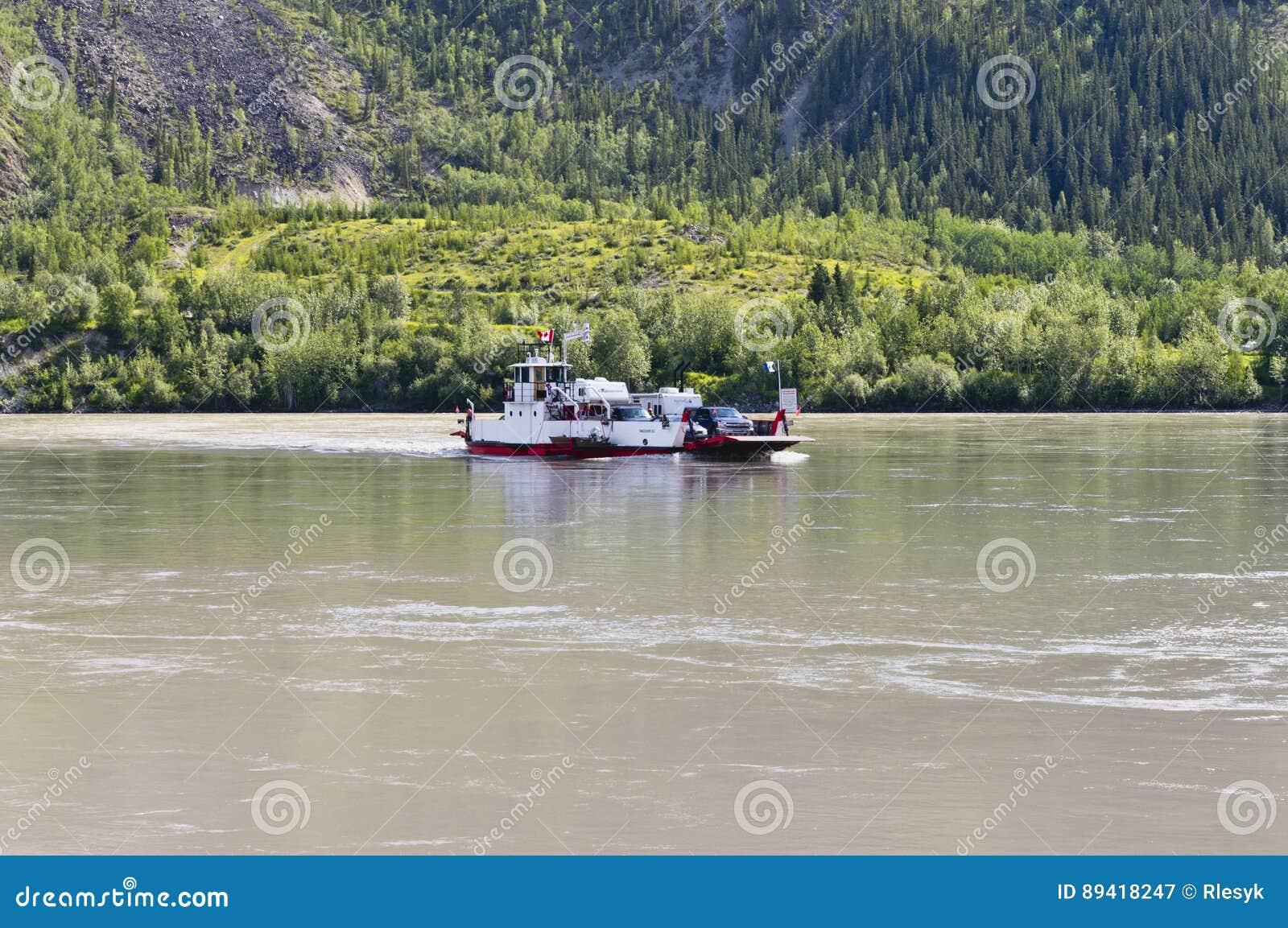 Balsa de carro no Rio Yukon