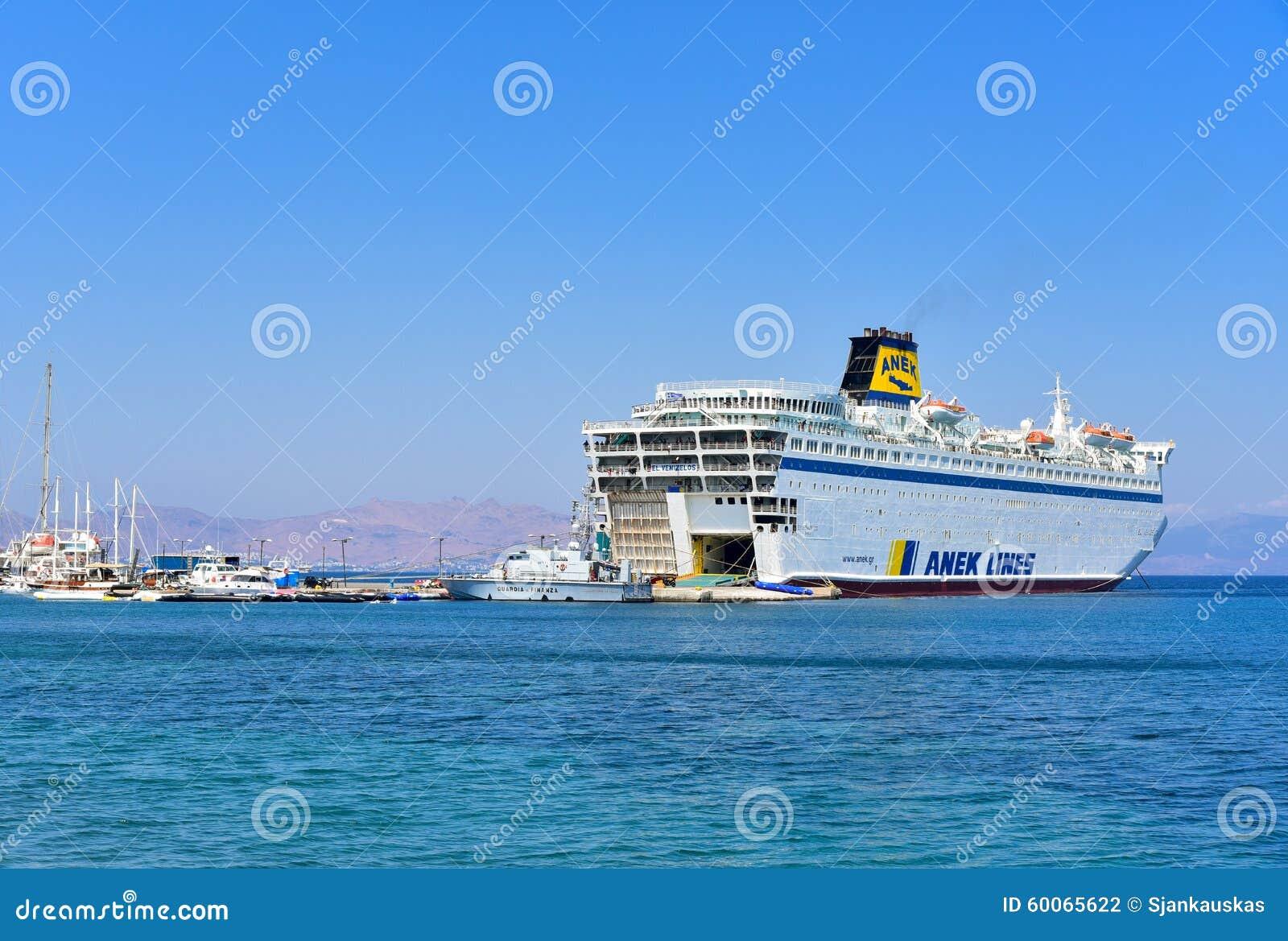 Balsa de passageiro no porto de Kos, Grécia