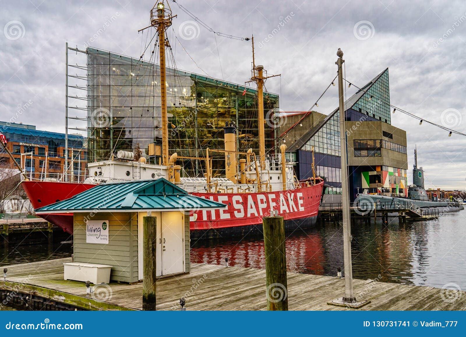 Baltimore, DM, aquarium national des Etats-Unis le 18 décembre 2016 à Baltimore se tiennent dans la région intérieure de port
