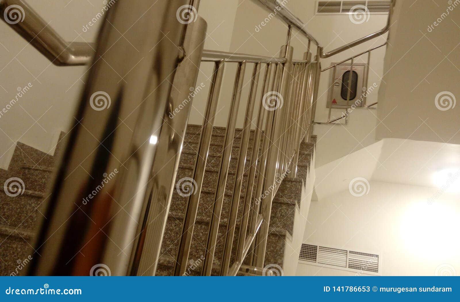Balustrade d acier inoxydable avec les balustrades en acier dans le bâtiment commercial ayant beaucoup d étages de la dalle midla