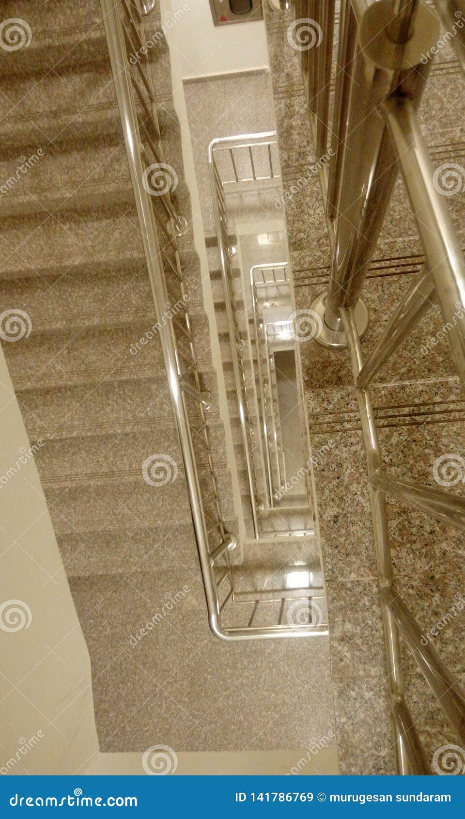 Balustrade d acier inoxydable avec les balustrades en acier dans le b?timent commercial ayant beaucoup d ?tages de la dalle midla