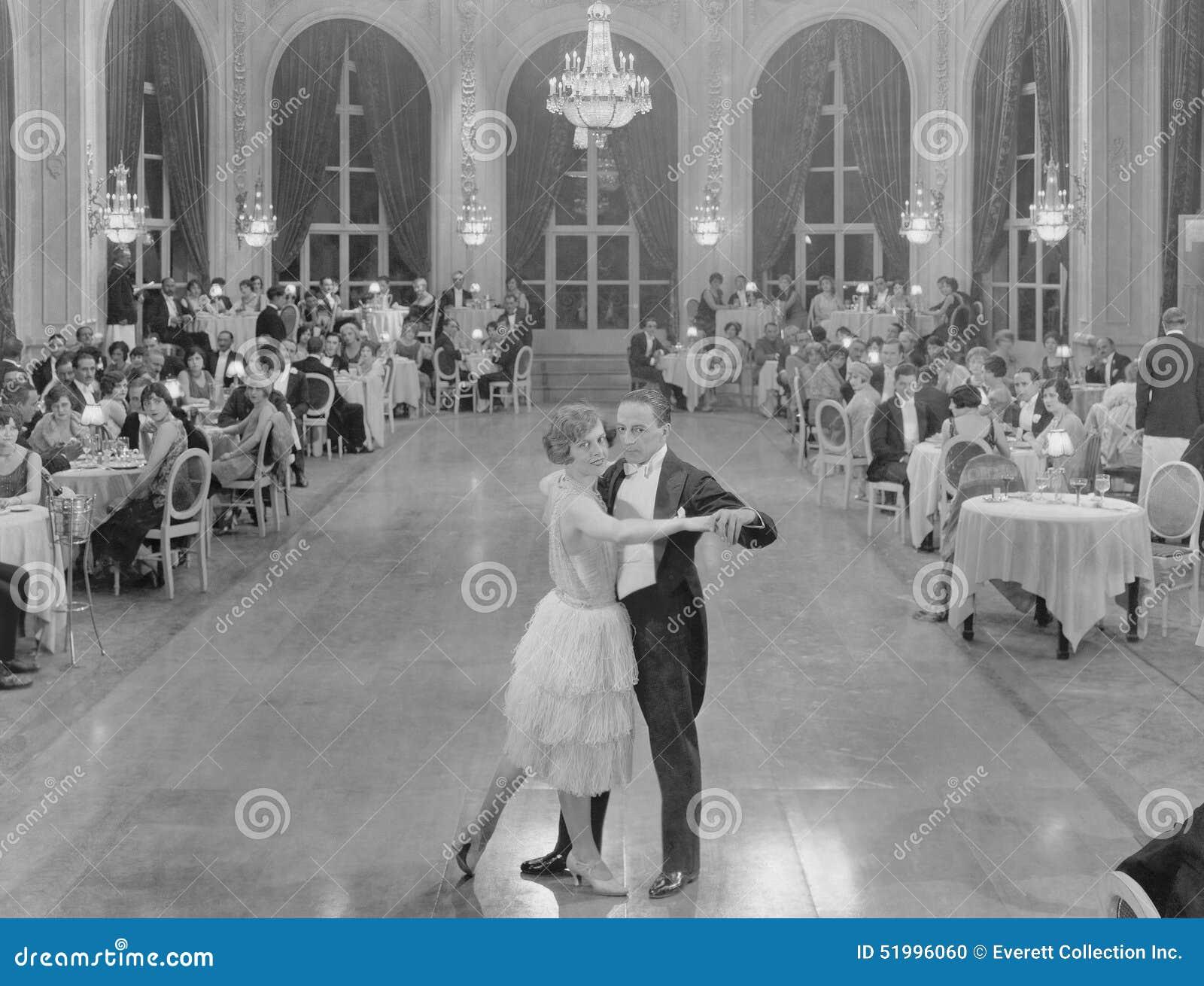BALZAALdansers (Alle afgeschilderde personen leven niet langer en geen landgoed bestaat Leveranciersgaranties dat er geen wijze z