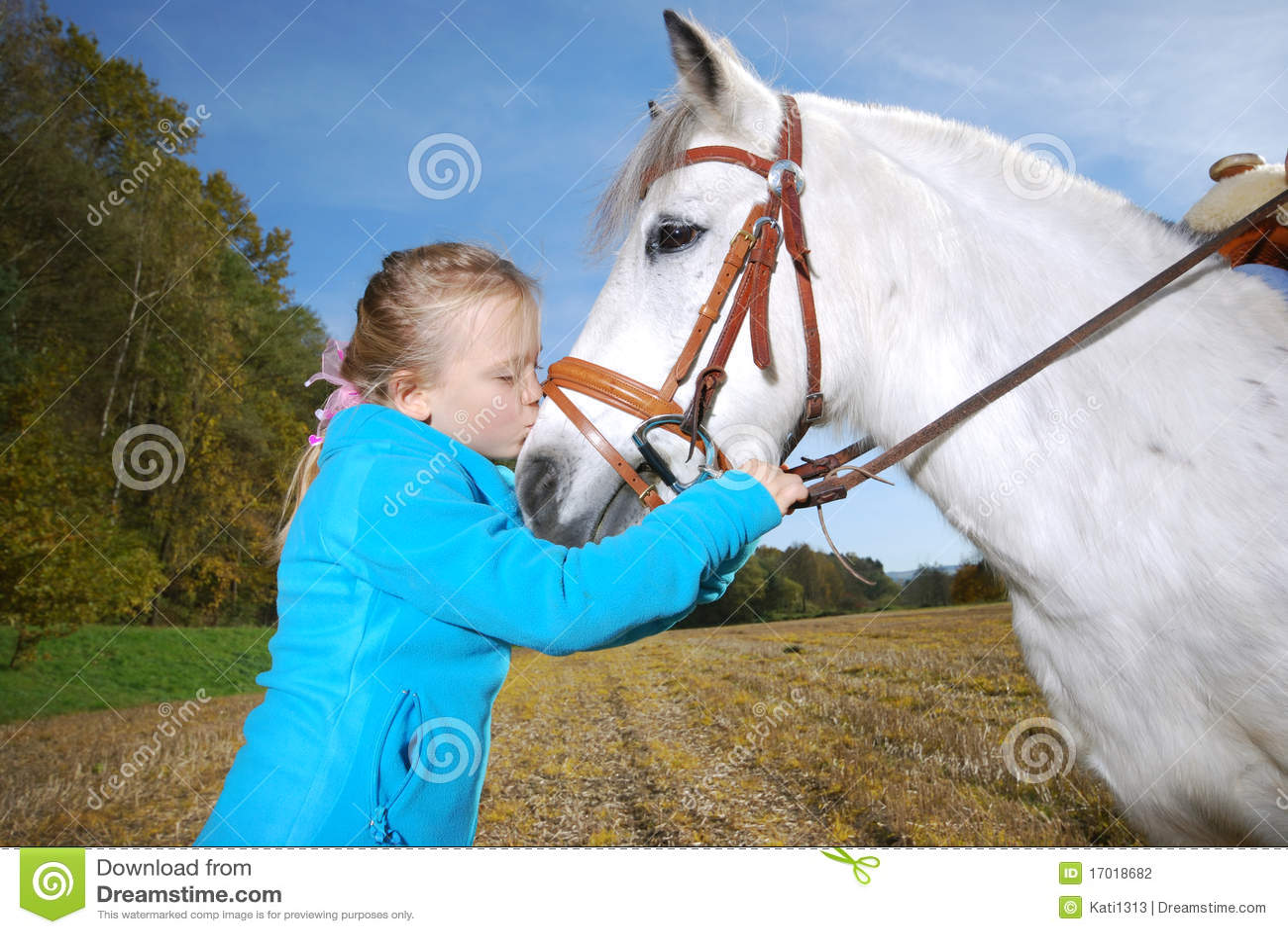 Bambina con il cavallino