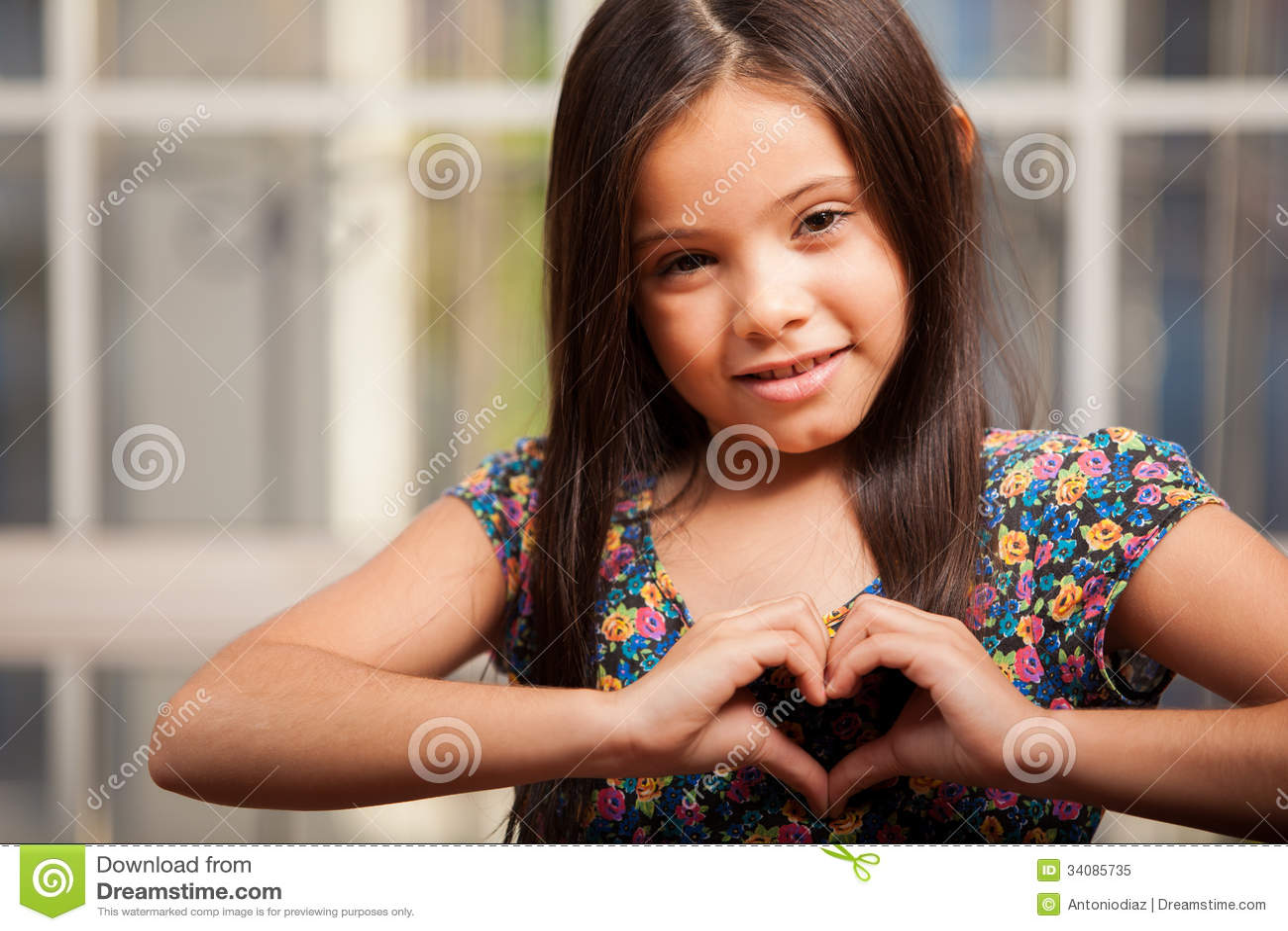 Bambina felice nell amore