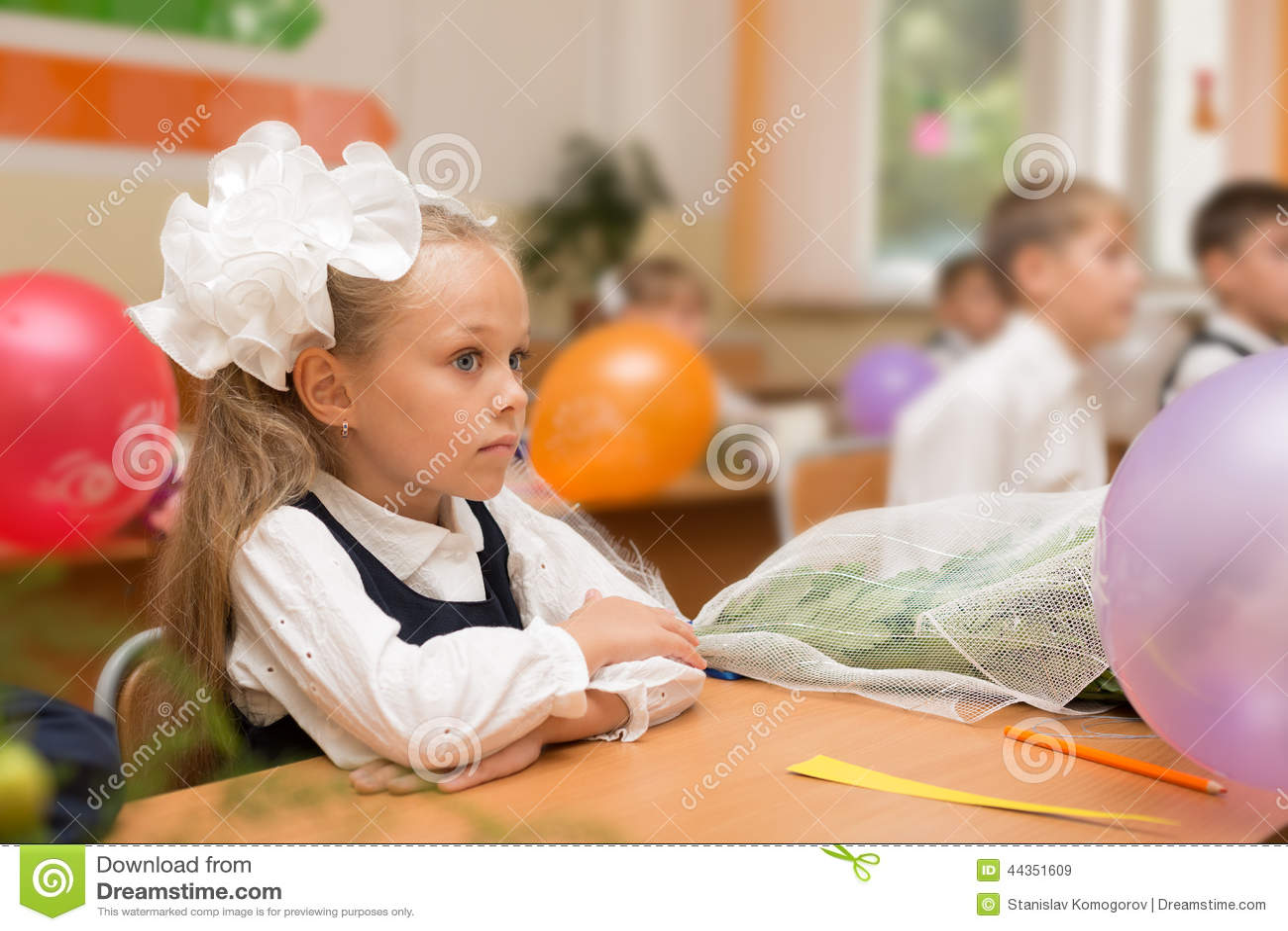 Bambina per la prima volta a scuola