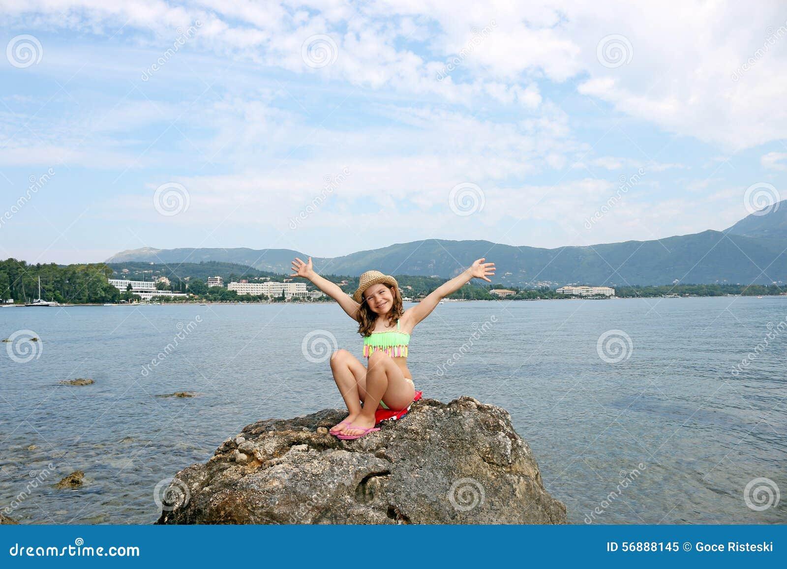 Bambina sulle vacanze estive