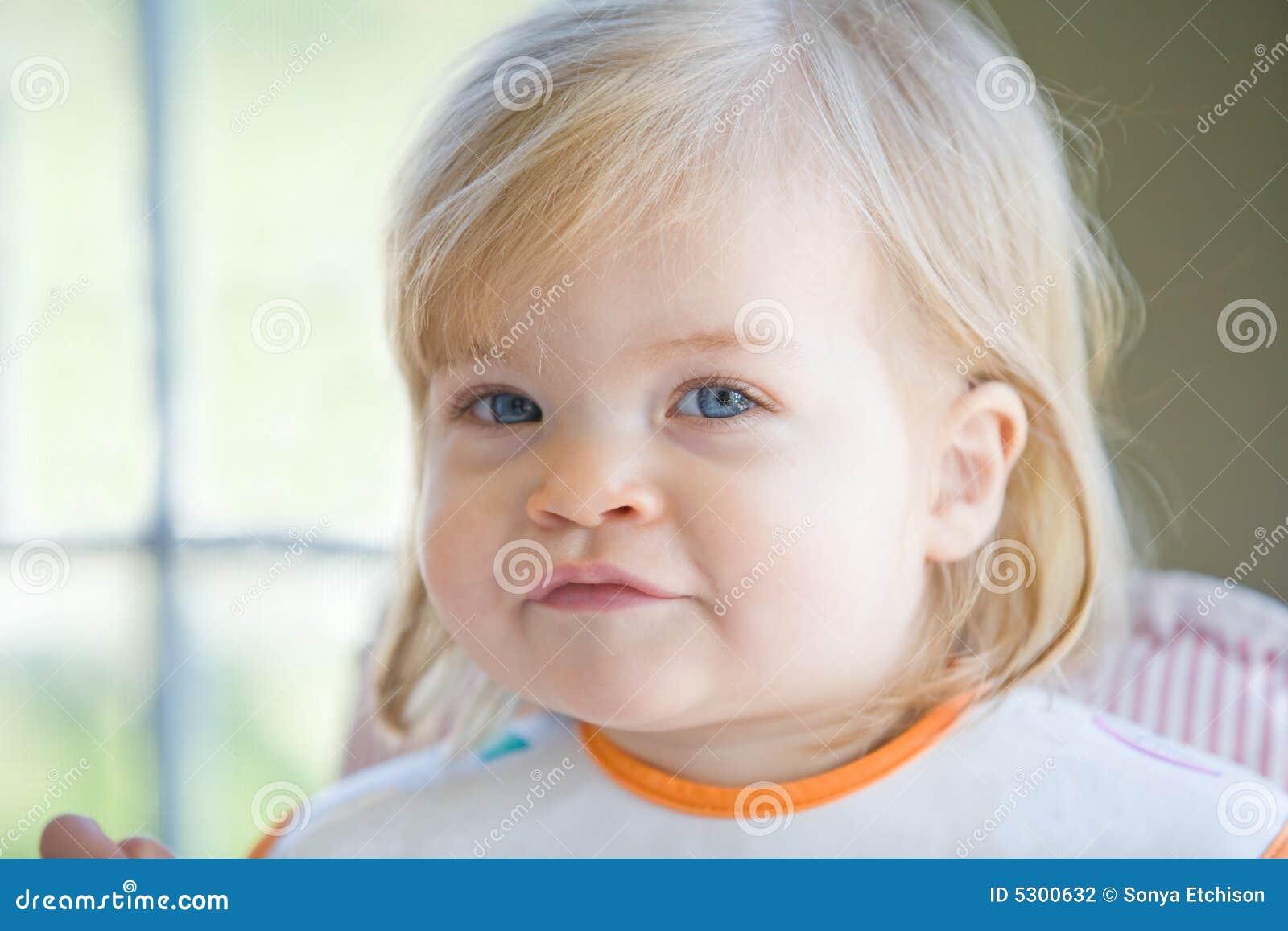 Download Bambina sveglia fotografia stock. Immagine di nazionale - 5300632