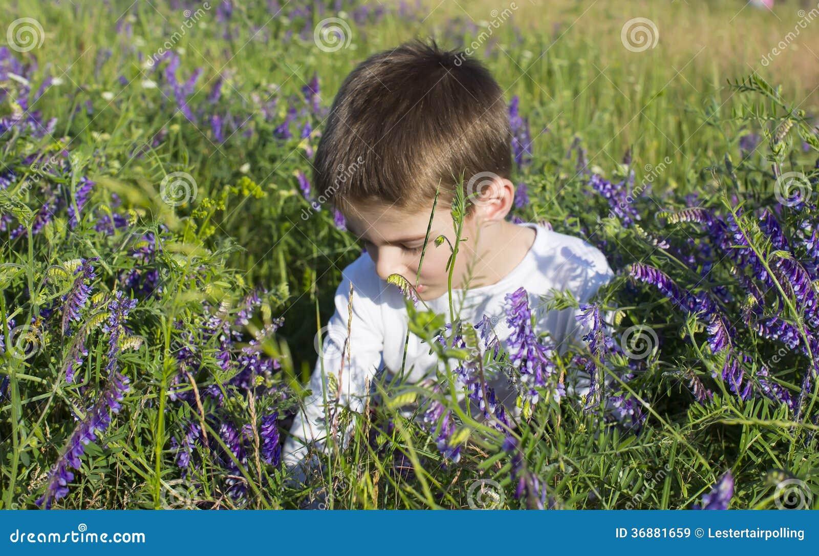 Download Bambini immagine stock. Immagine di sguardo, emozione - 36881659