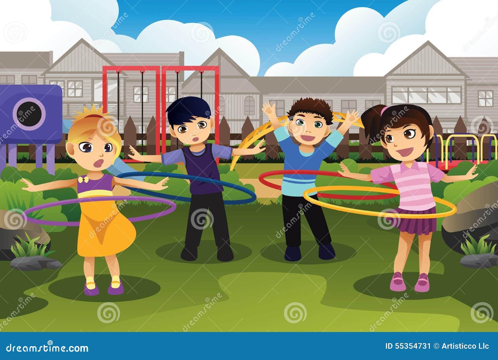 Bambini che giocano hula-hoop nel parco