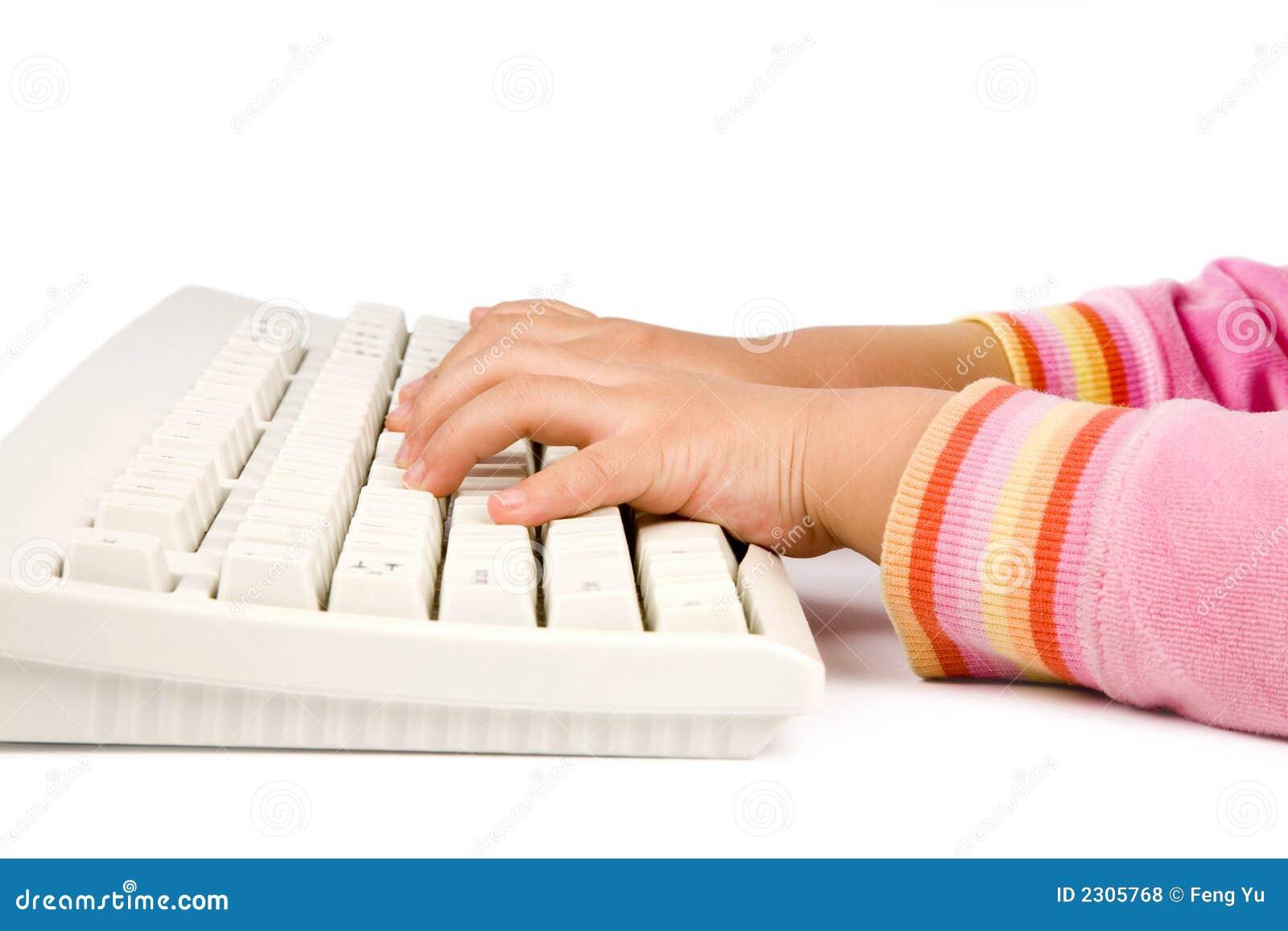 Bambini che imparano digitare