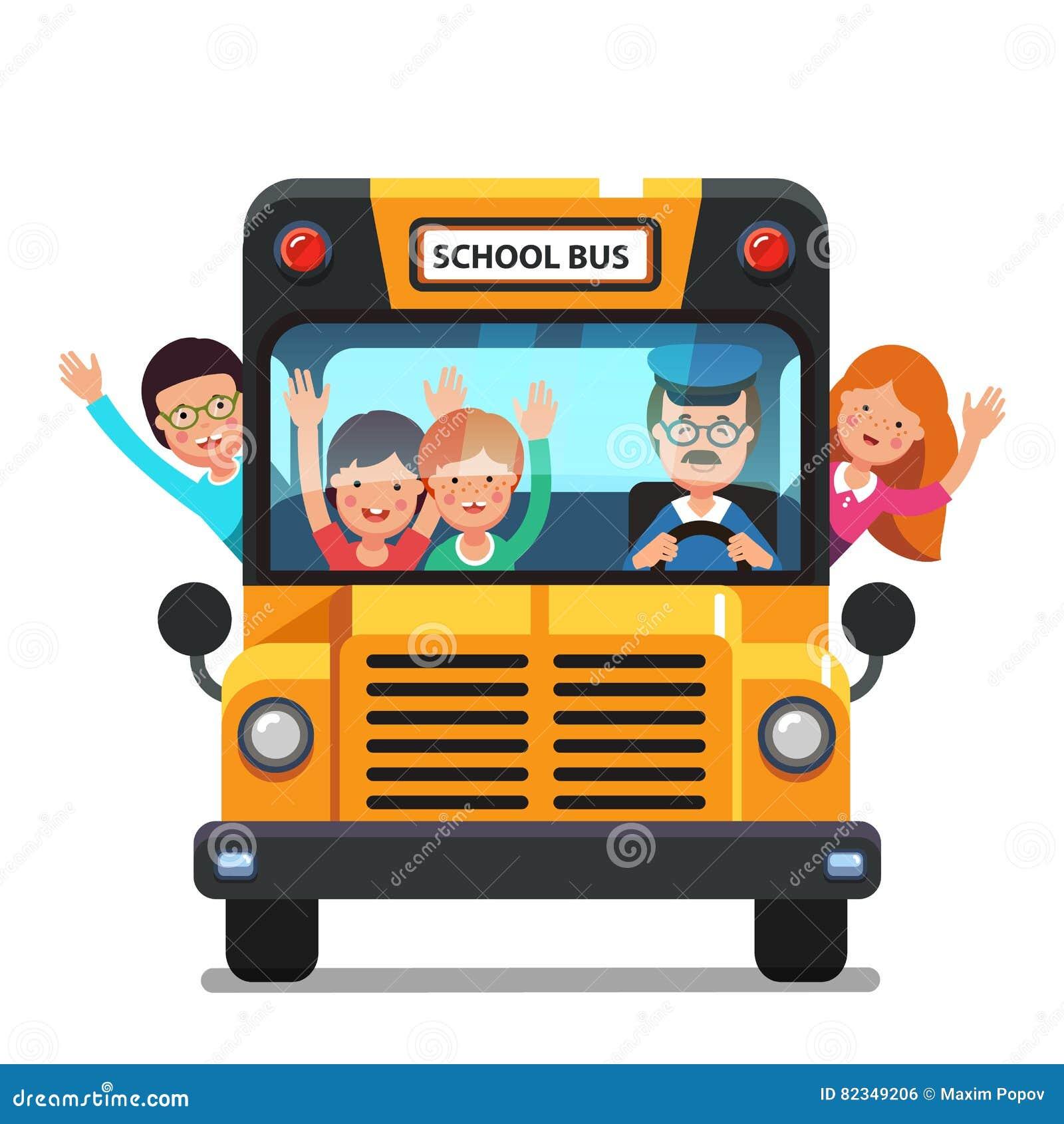 Bambini felici che guidano su uno scuolabus con il driver