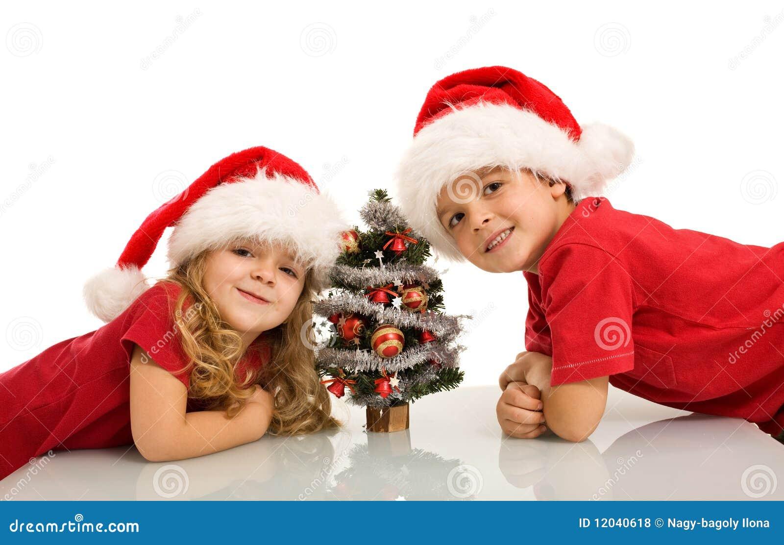 Immagini Di Natale Bambini.Bambini Felici Con Il Piccolo Albero Di Natale Fotografia