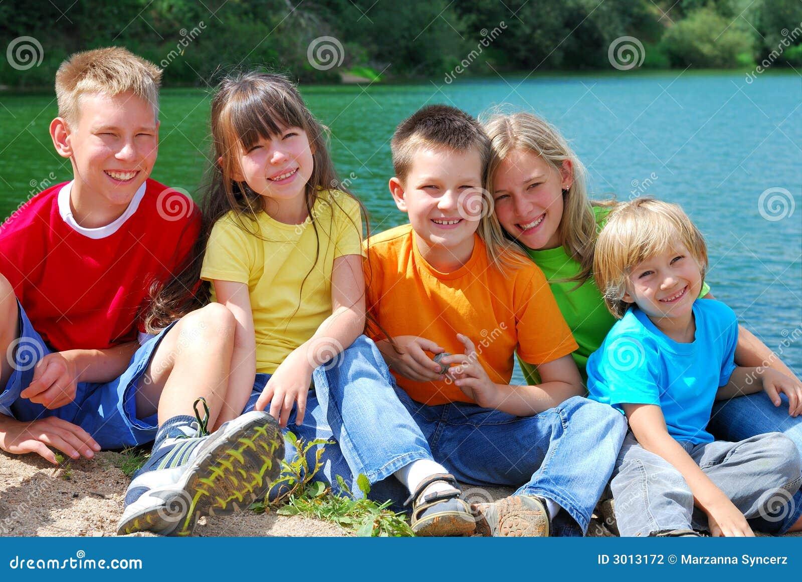 Bambini nel lago
