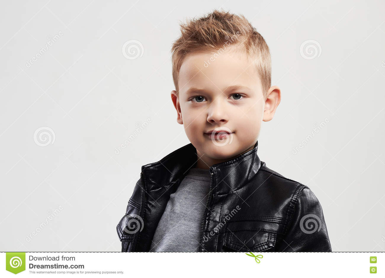 Preferenza Bambino Alla Moda In Cappotto Di Cuoio Bambino Alla Moda Con  MB73