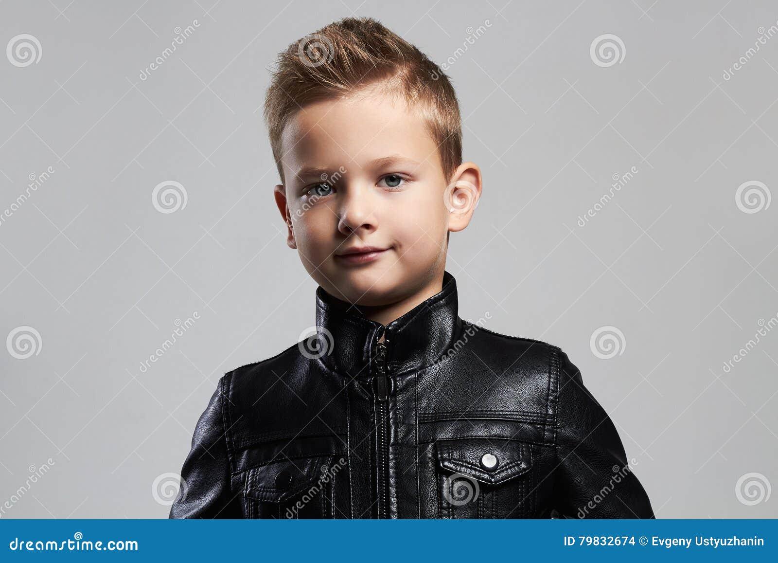 spesso Bambino Alla Moda In Cappotto Di Cuoio Bambino Alla Moda Con  IM07
