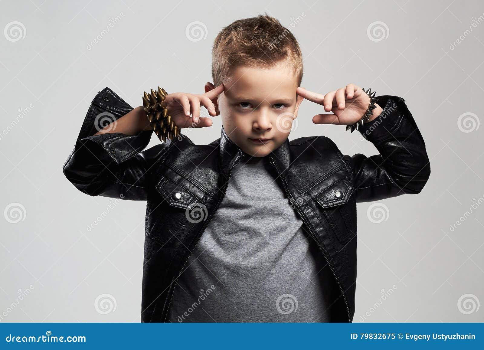 Tagli Di Capelli Per Bambini Maschi : Bambino alla moda in cappotto di cuoio bambino alla moda con