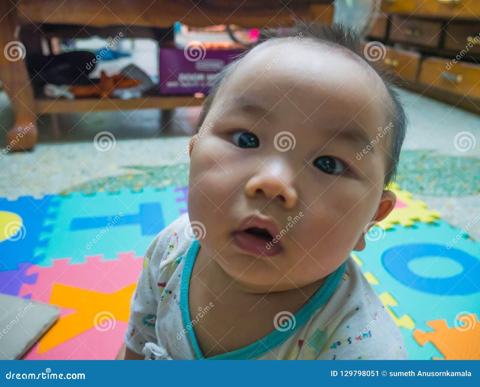 Bambino asiatico bello di Cutie