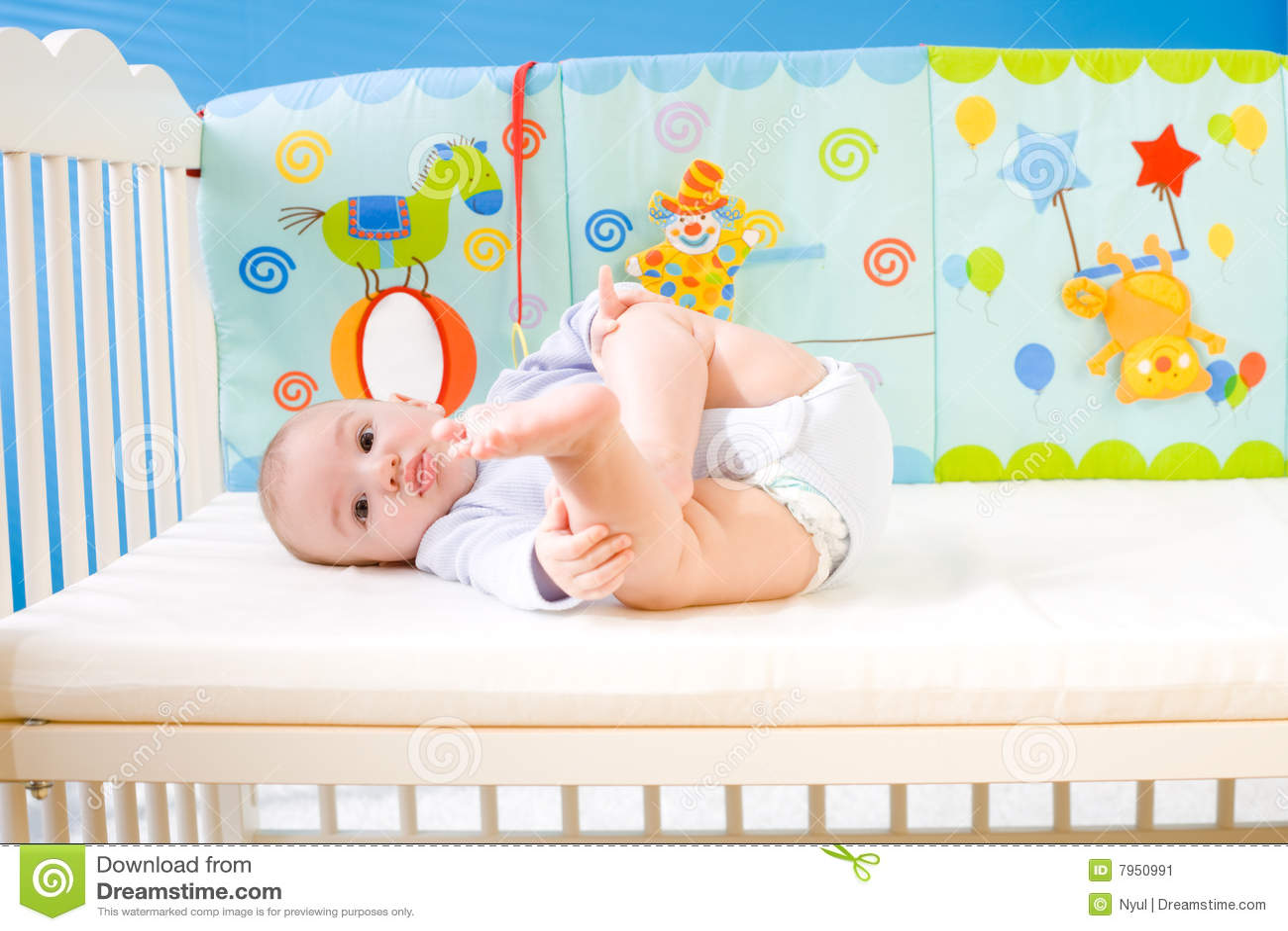 Bambino in base