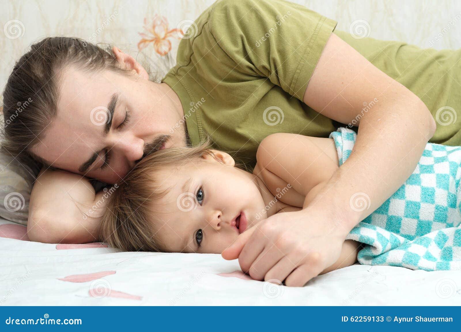 Bambino che indispone con il papà