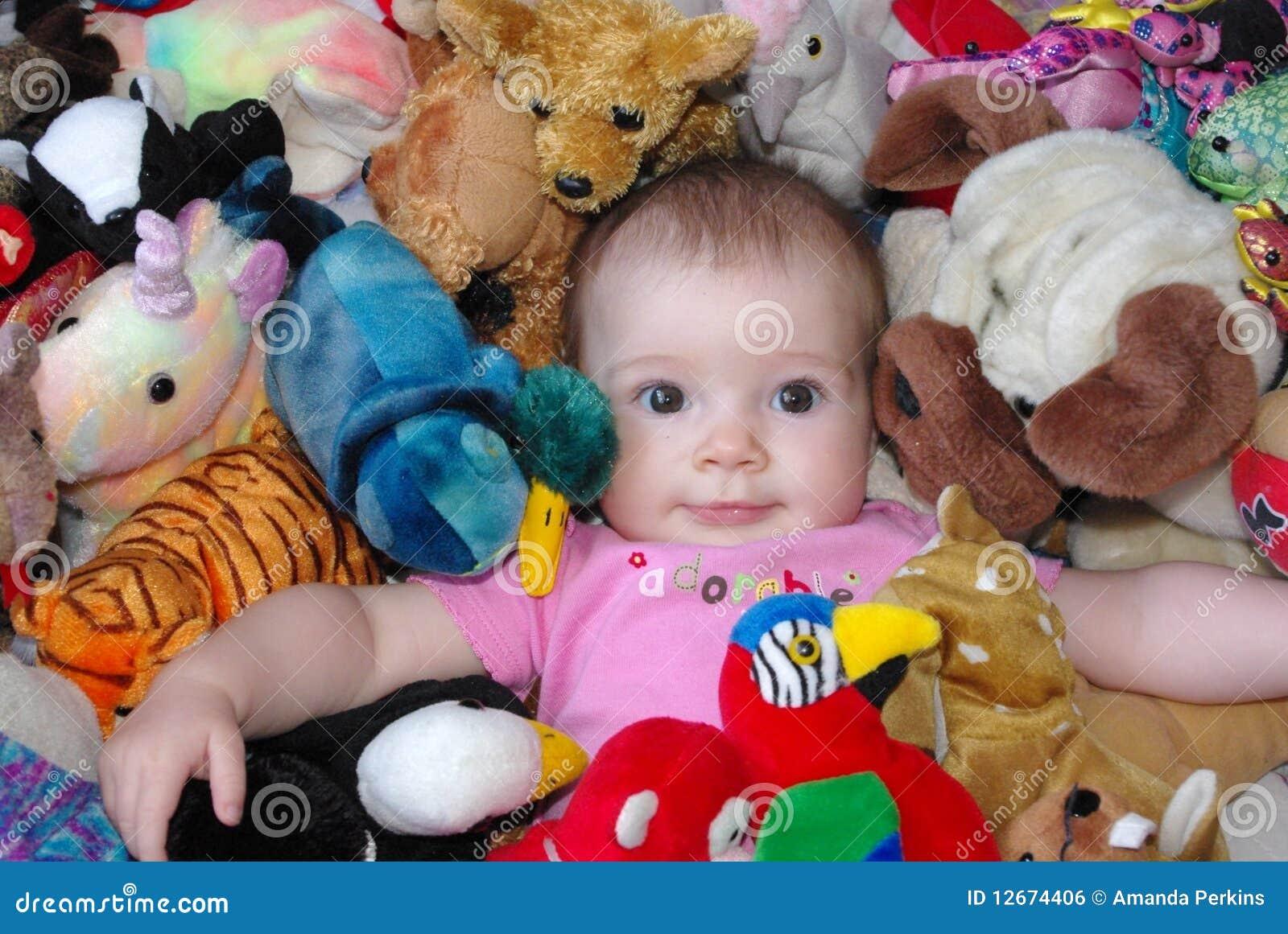Bambino con i giocattoli