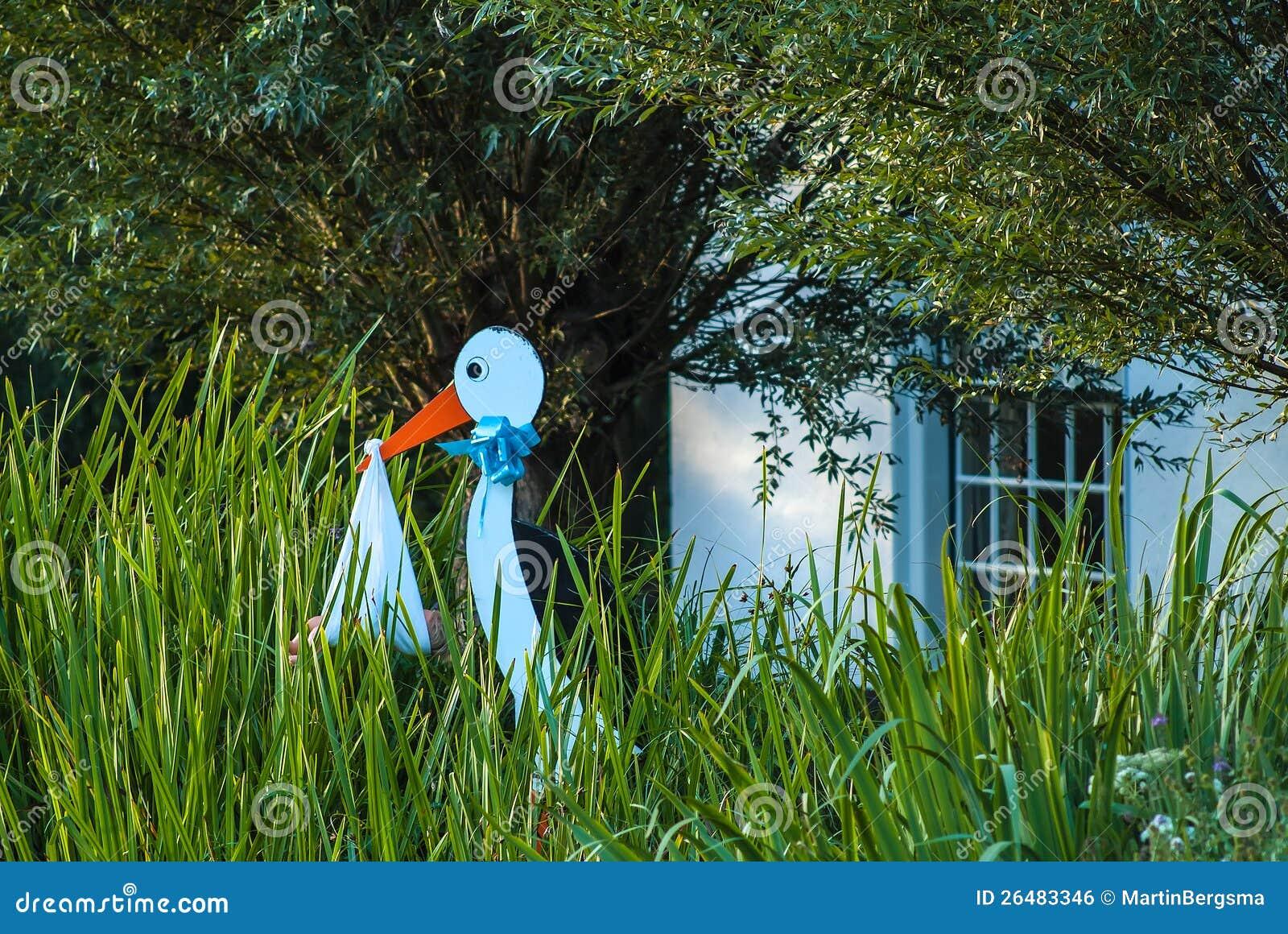 Bambino di legno della holding della cicogna per - Cicogna da giardino per nascita ...