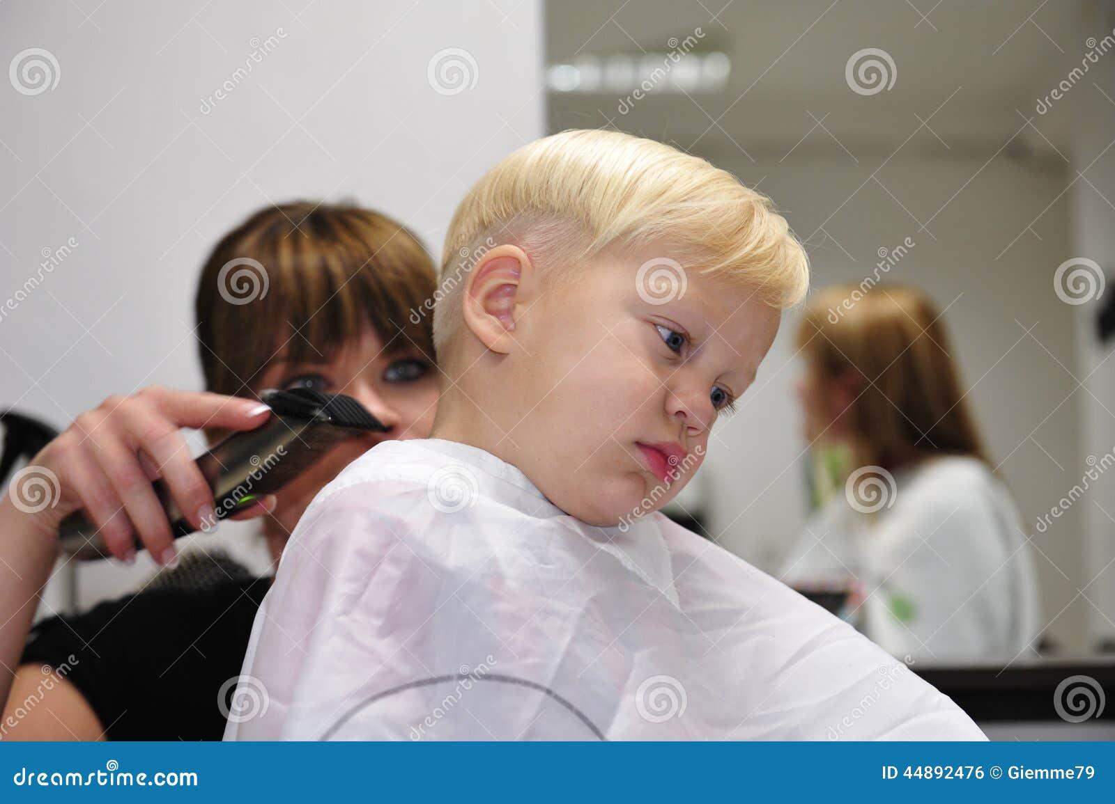 Bambino e barbiere
