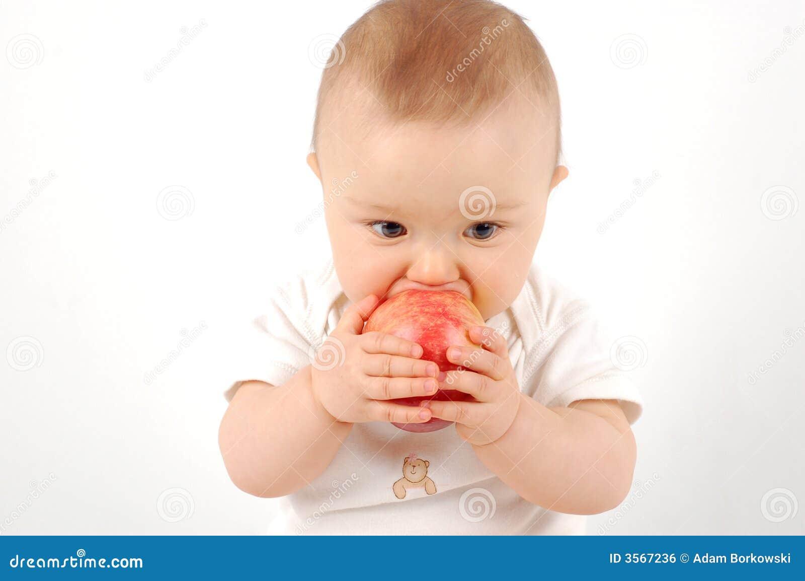 Bambino felice con la mela #21