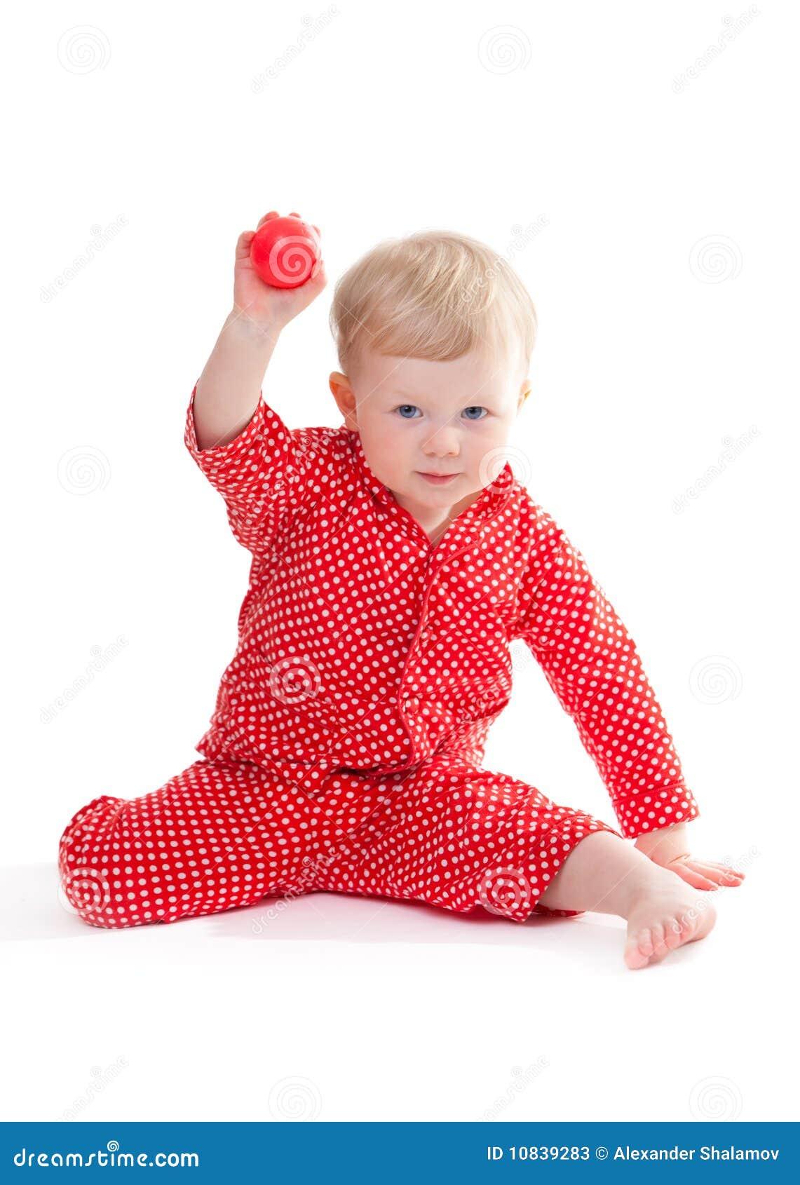 Bambino in pigiama rosso
