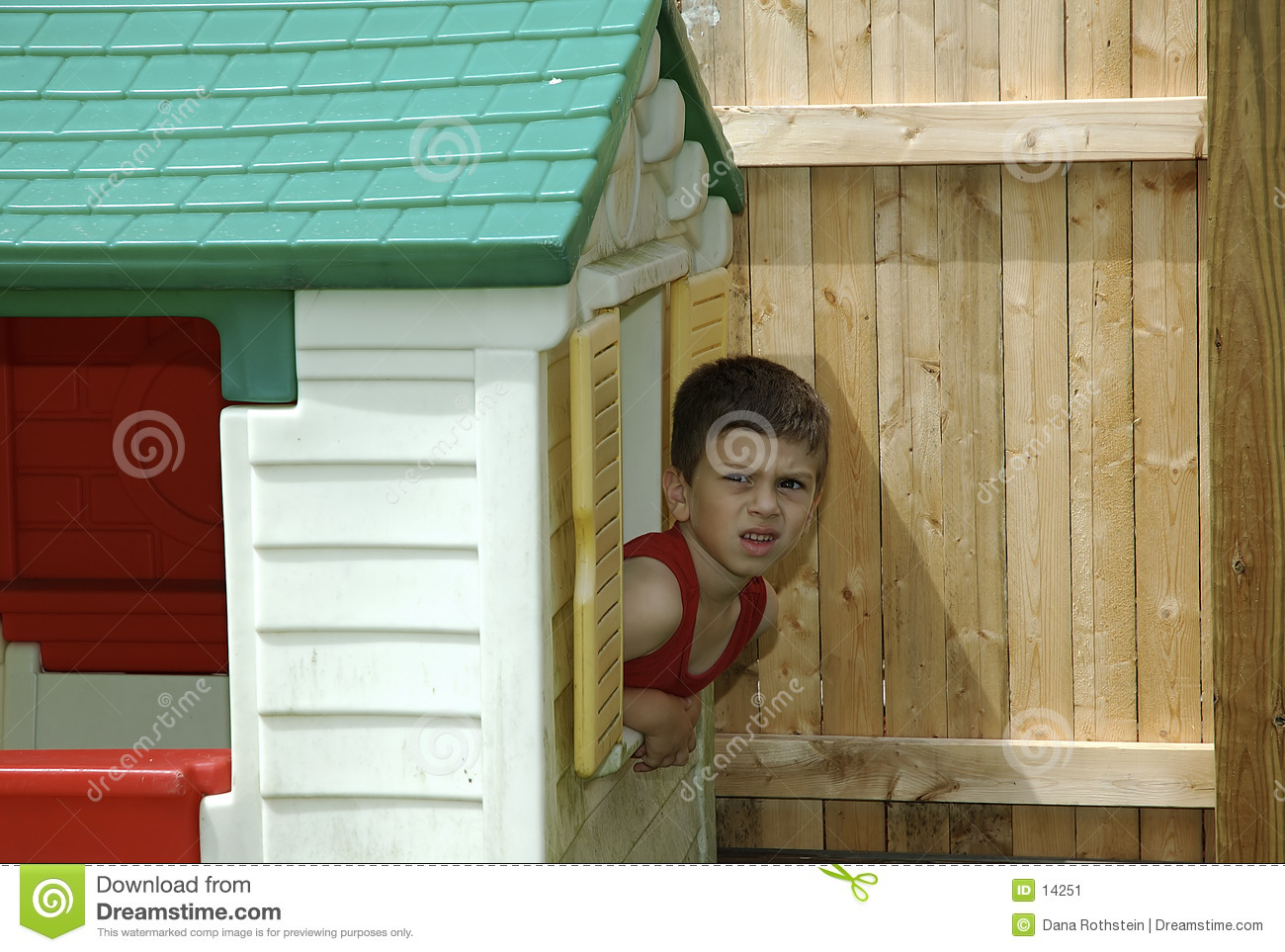 Bambino in playhouse