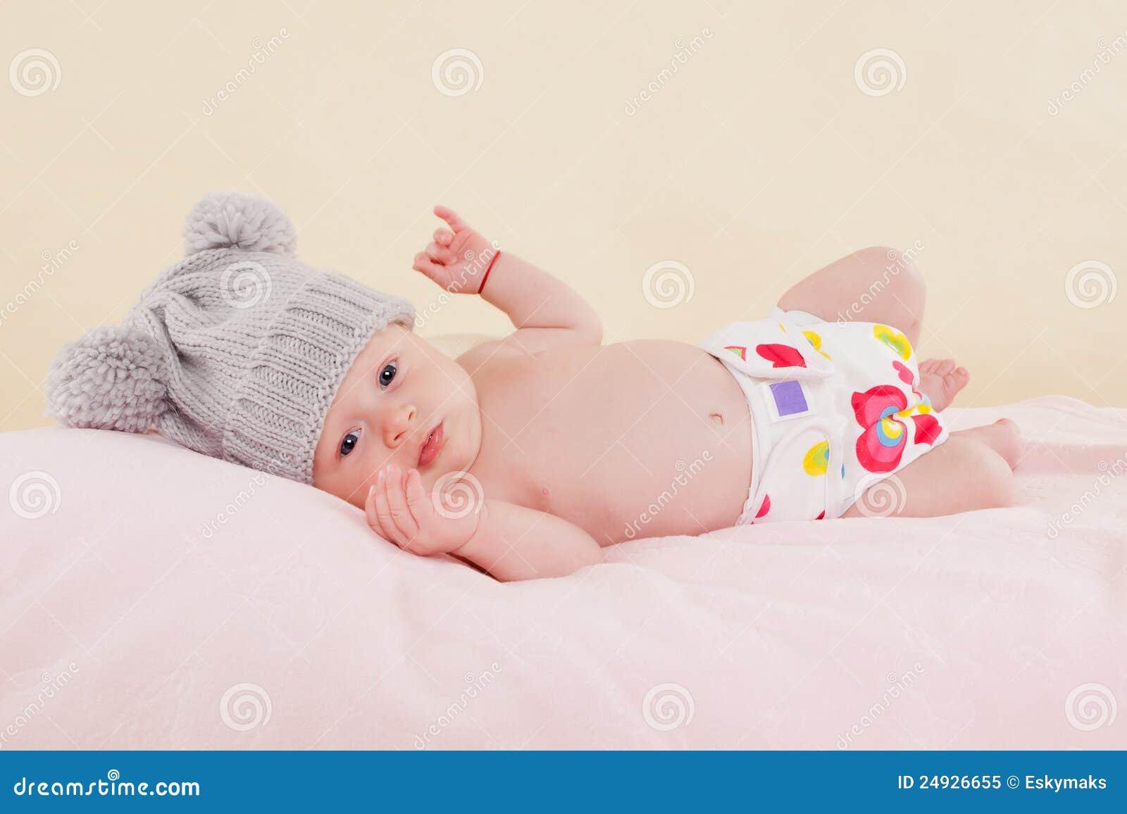 Bambino sulla coperta.
