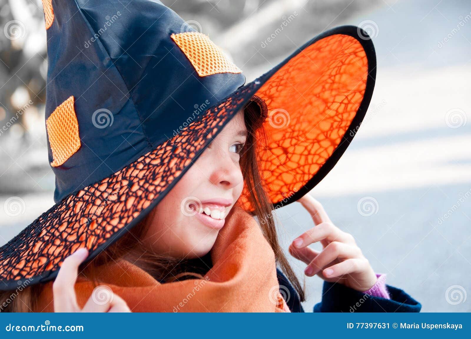 Bambino vestito in su per Halloween