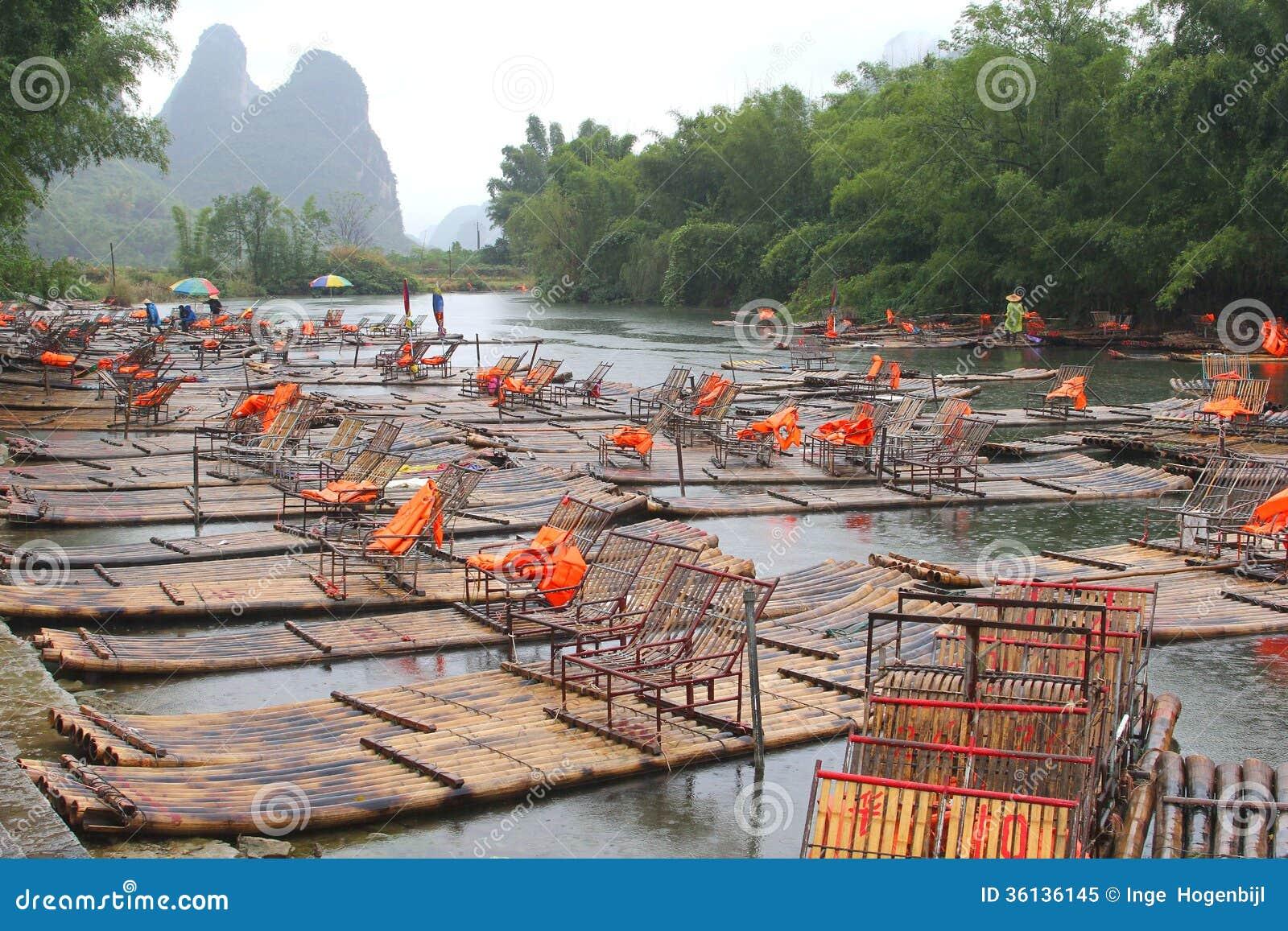 Bamboevlotten tussen Xingping en Yangshuo China