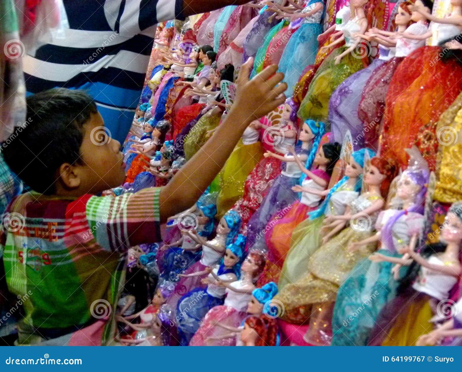 Bambole di barbie fotografia editoriale immagine 64199767 for Bambole barbie