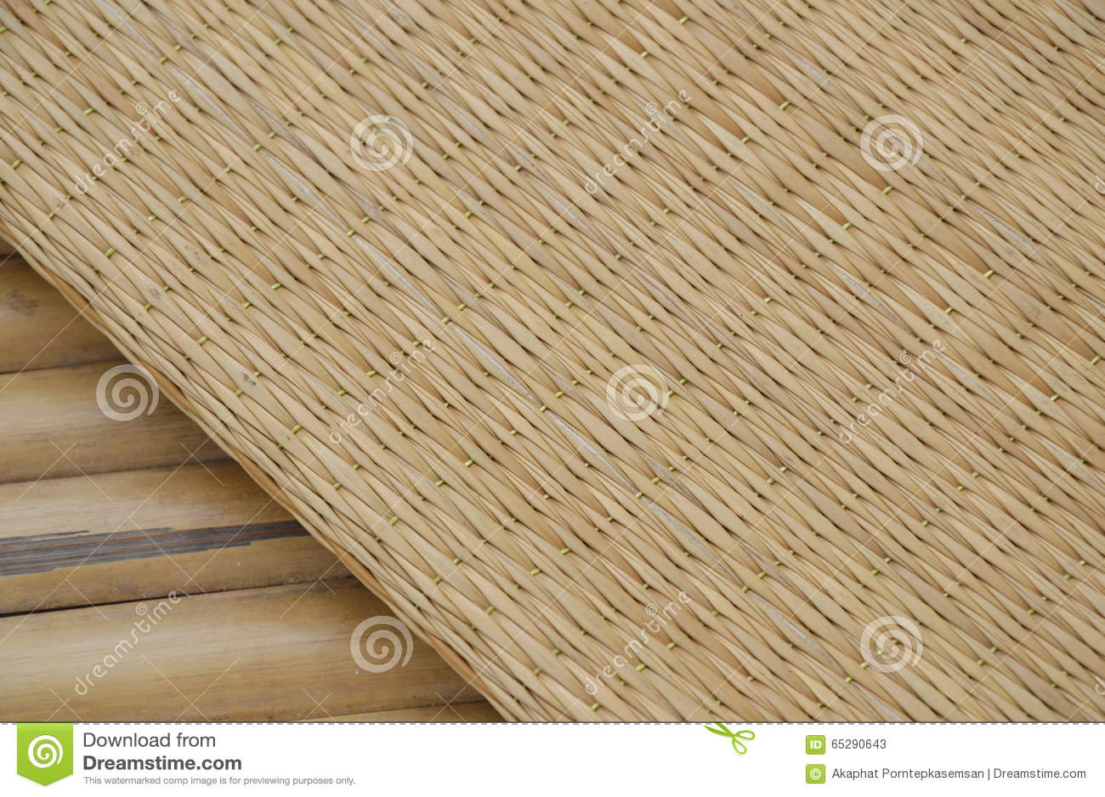 Bamboo mat on litter