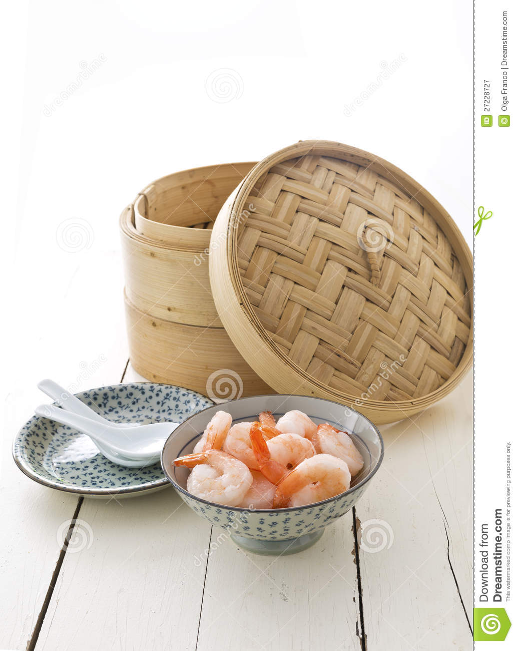 Bamboo steamer and prawns