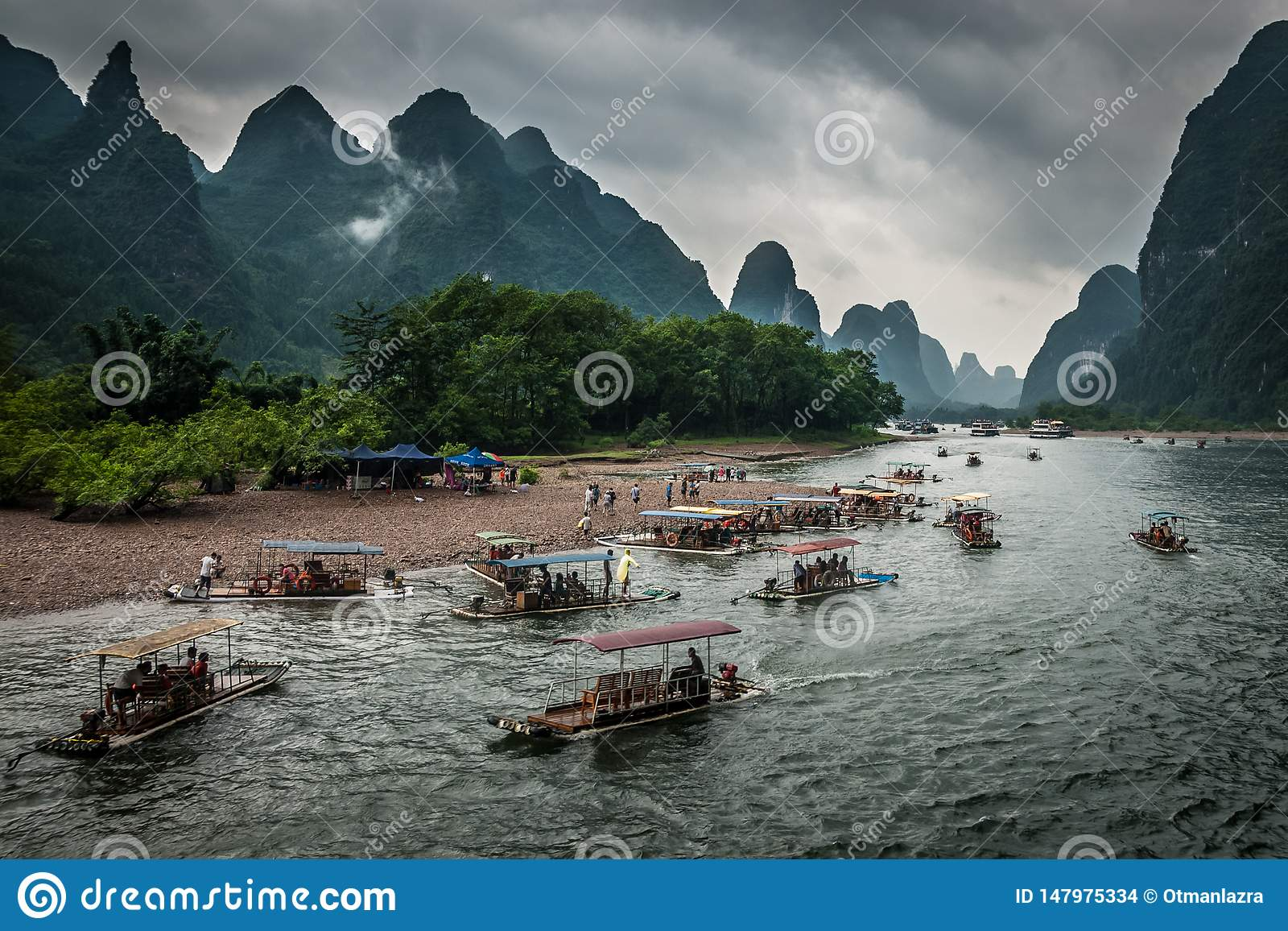 Bambu som rafting i den Yulong floden
