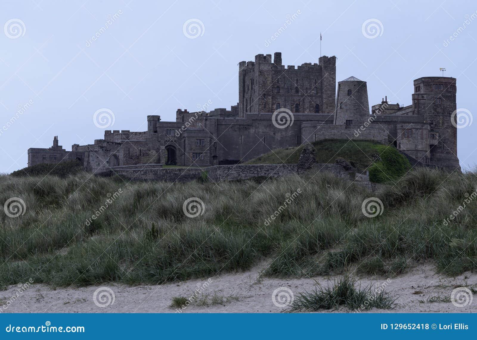 Bamburgh-Schloss an der Dämmerung, Vereinigtes Königreich