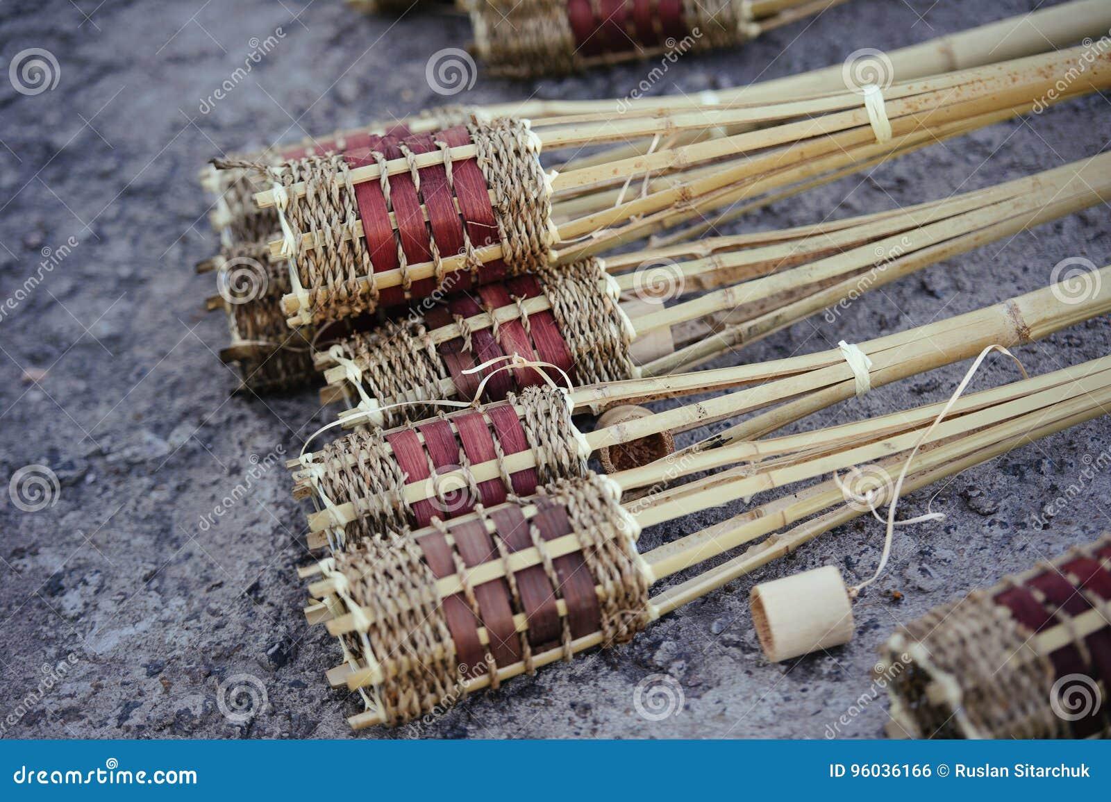 Bambusowa pochodnia, jest przygotowaniem dla wakacje