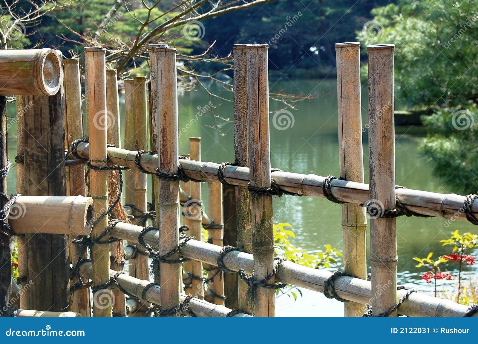 bambuszaun durch lake stockbild bild 2122031. Black Bedroom Furniture Sets. Home Design Ideas